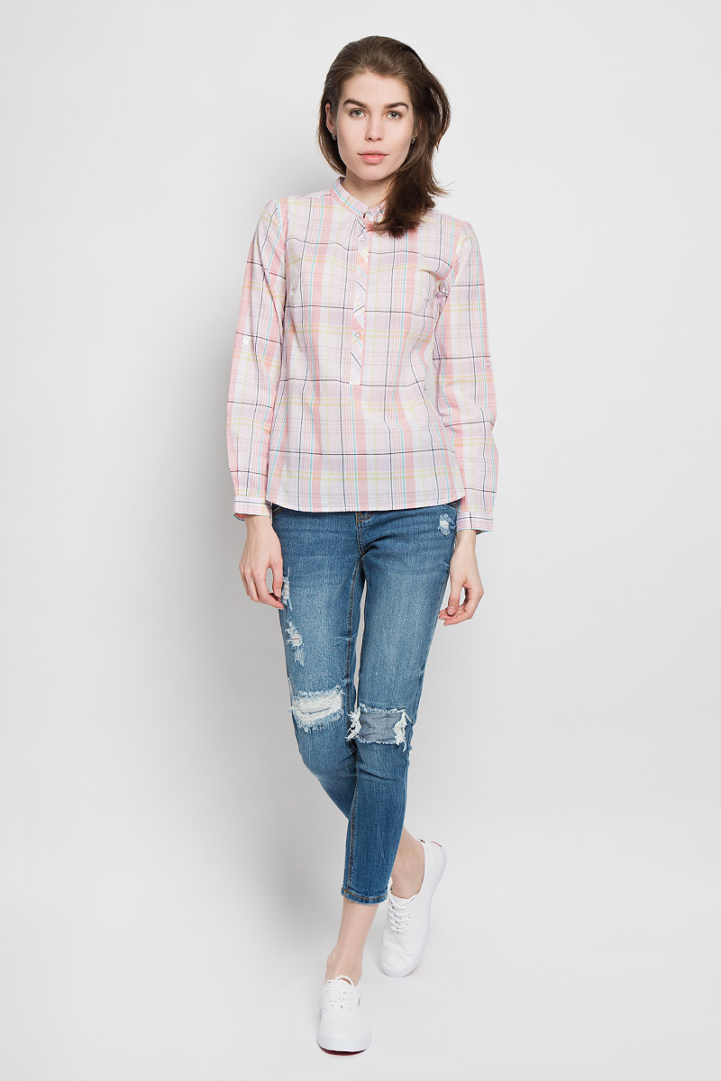 Рубашка женская Sela Casual, цвет: персиковый, сиреневый, светло-зеленый. B-112/713-6173. Размер M (46)B-112/713-6173Стильная женская рубашка Sela Casual, выполненная из натурального хлопка, прекрасно подойдет для повседневной носки. Материал очень легкий, мягкий и приятный на ощупь, не сковывает движения и позволяет коже дышать.Рубашка с небольшим воротником-стойкой и длинными рукавами застегивается сверху на пуговицы. Длину рукавов можно изменить при помощи хлястиков на пуговицах. Манжеты рукавов также застегиваются на пуговицы. Изделие оформлено принтом в клетку. Такая рубашка будет дарить вам комфорт в течение всего дня и станет модным дополнением к вашему гардеробу.
