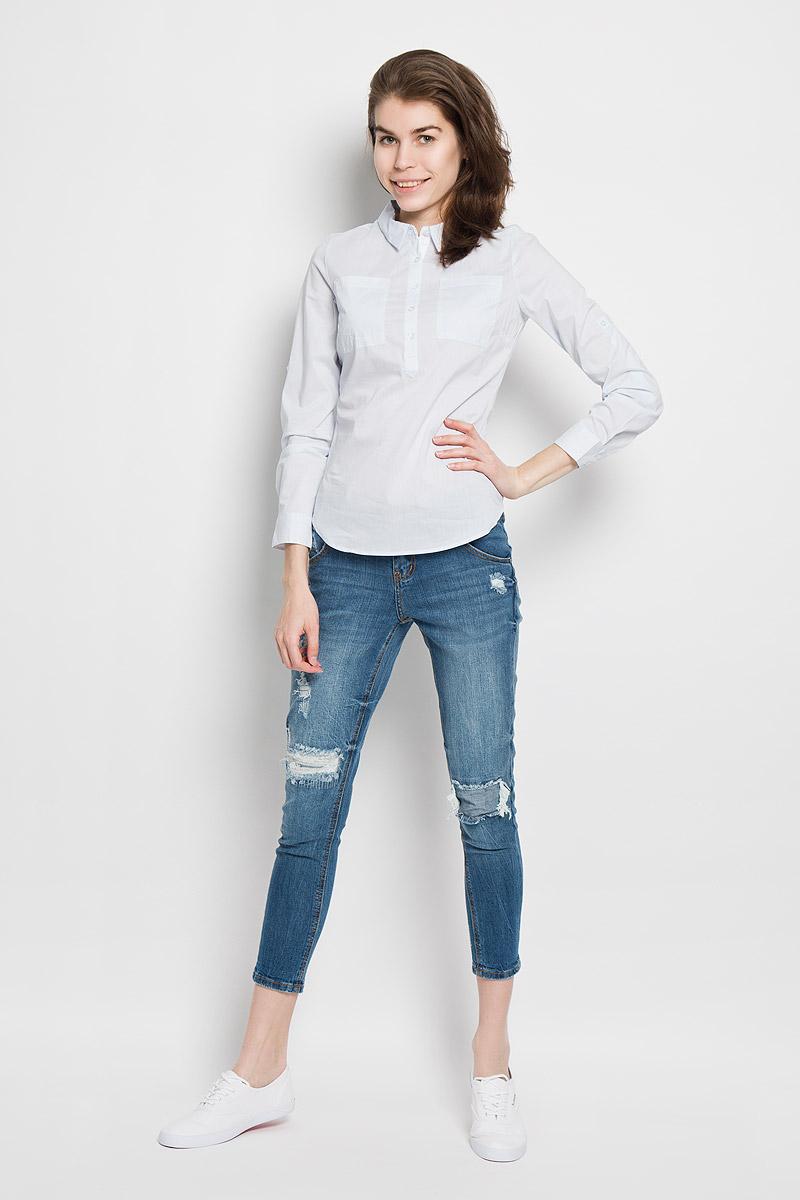 Рубашка женская Sela Casual, цвет: светло-голубой. B-312/1001-6122. Размер S (44)B-312/1001-6122Женская рубашка Sela Casual, выполненная из эластичного хлопка с добавлением нейлона, станет модным дополнением к вашему гардеробу. Материал очень мягкий и приятный на ощупь, не сковывает движения и хорошо вентилируется.Рубашка слегка приталенного кроя с отложным воротником и длинными рукавами застегивается сверху на пуговицы. На груди модели предусмотрены два накладных кармана. Длину рукавов можно изменить при помощи хлястиков на пуговицах. Манжеты рукавов также застегиваются на пуговицы. Изделие оформлено принтом в полоску. Современный дизайн и расцветка делают эту рубашку стильным предметом женской одежды. Такая модель подарит вам комфорт в течение всего дня.