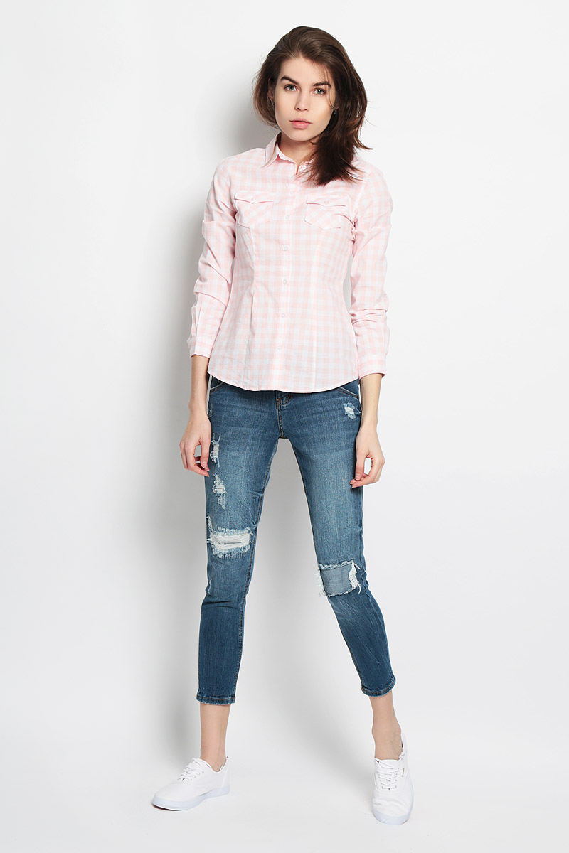 Рубашка женская Sela Casual, цвет: пастельно-розовый, белый. B-312/114-6122. Размер XL (50)B-312/114-6122Стильная женская рубашка Sela Casual, выполненная из натурального хлопка, прекрасно подойдет для повседневной носки. Материал очень мягкий и приятный на ощупь, не сковывает движения и позволяет коже дышать.Рубашка слегка приталенного кроя с отложным воротником и длинными рукавами застегивается на пуговицы по всей длине. На груди модели предусмотрены два накладных кармана с клапанами на пуговицах. Манжеты рукавов также застегиваются на пуговицы. Изделие оформлено принтом в клетку. Такая рубашка будет дарить вам комфорт в течение всего дня и станет модным дополнением к вашему гардеробу.