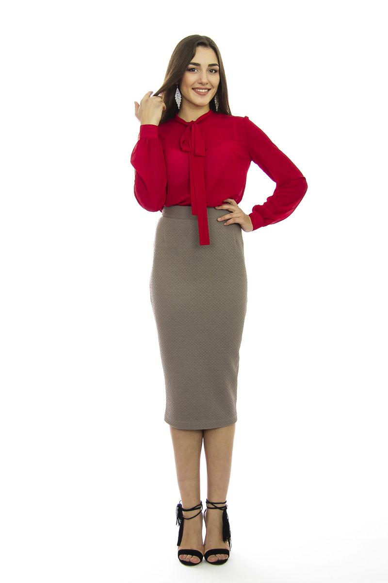 Блузка женская Lautus, цвет: красный. б0356. Размер 48б0356Модная женская блузка Lautus, выполненная из высококачественного эластичного полиэстера, подчеркнет ваш уникальный стиль и поможет создать женственный образ. Модель свободного кроя c воротником-аскот и длинными рукавами по всей длине застегивается на пластиковые пуговицы. Манжеты рукавов также застегиваются на пуговицы. Вырез горловины дополнен двумя лентами, которые можно оформить в бант. Такая модель отлично сочетается как с брюками, так и юбками. Эта блузка будет дарить вам комфорт в течение всего дня и послужит замечательным дополнением к вашему гардеробу.
