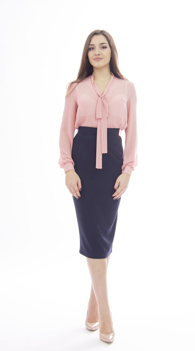 Блузка женская Lautus, цвет: розовый. б0358. Размер 48б0358Модная женская блузка Lautus, выполненная из высококачественного эластичного полиэстера, подчеркнет ваш уникальный стиль и поможет создать женственный образ. Модель свободного кроя c воротником-аскот и длинными рукавами по всей длине застегивается на пластиковые пуговицы. Манжеты рукавов также застегиваются на пуговицы. Вырез горловины дополнен двумя лентами, которые можно оформить в бант. Такая модель отлично сочетается как с брюками, так и юбками. Эта блузка будет дарить вам комфорт в течение всего дня и послужит замечательным дополнением к вашему гардеробу.