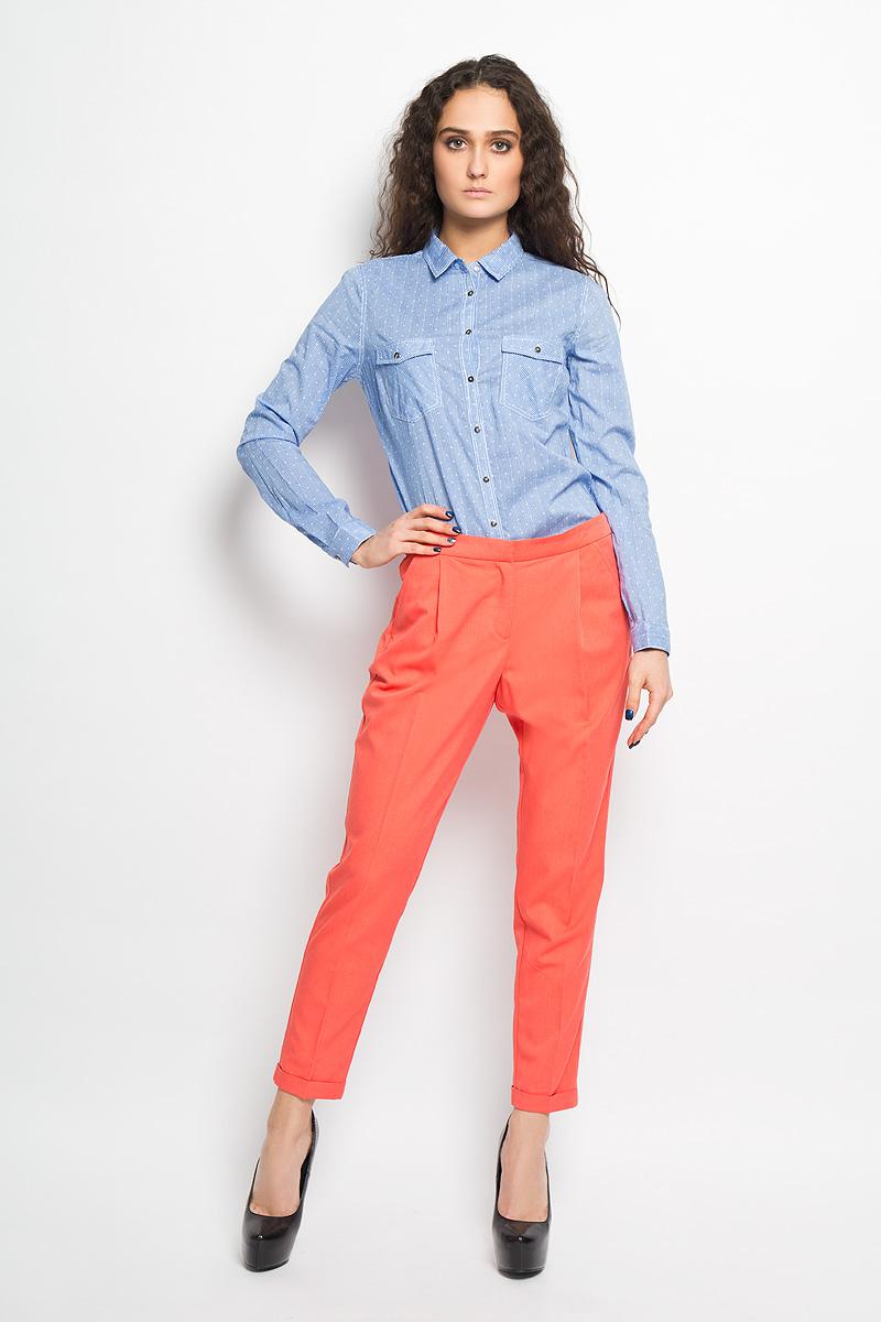 Брюки женские Sela, цвет: ярко-коралловый. P-115/691-6216. Размер 48P-115/691-6216Стильные женские брюки Sela, выполненные из высококачественного комбинированного материала, позволят вам создать неповторимый, запоминающийся образ. Укороченные брюки имеют классическую посадку и застегиваются на крючок и пуговицу на поясе, а также ширинку на застежке-молнии. На поясе имеются шлевки для ремня. Спереди модель дополнена двумя втачными карманами, а сзади украшена имитацией втачных карманов. Низ брючин оформлен декоративными отворотами.Эти модные брюки послужат отличным дополнением к вашему гардеробу. В них вы всегда будете чувствовать себя уверенно и удобно.