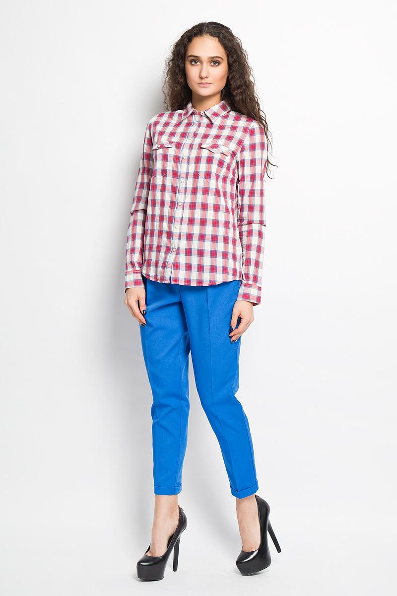 Блузка женская Lee, цвет: белый, красный, голубой. L46WXBCM. Размер L (46)L46WXBCMСтильная женская блуза Lee, выполненная из натурального хлопка, подчеркнет ваш уникальный стиль и поможет создать оригинальный женственный образ.Свободная блузка с длинными рукавами, отложным воротником и застегивается на пуговицы. Низ рукавов обработан манжетами. Модель дополнена двумя небольшими накладными карманами, которые закрываются клапаном и кнопкой. Такая блузка идеально подойдет для жарких летних дней. Такая блузка будет дарить вам комфорт в течение всего дня и послужит замечательным дополнением к вашему гардеробу.