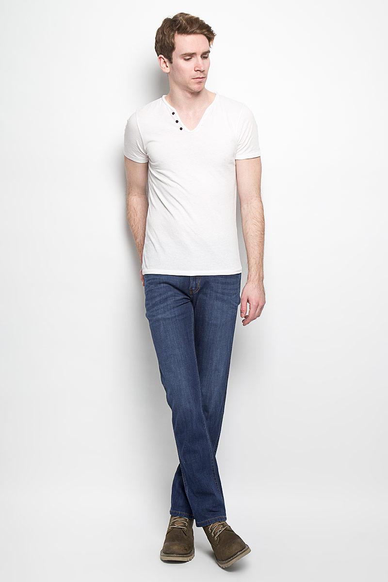 Джинсы мужские Wrangler Arizona Stretch, цвет: синий. W12OBD72S. Размер 32-34 (48-34)W12OBD72SМужские джинсы Wrangler станут отличным дополнением к вашему гардеробу. Джинсы выполнены из хлопка с небольшим добавлением эластана. Изделие мягкое и приятное на ощупь, не сковывает движения и позволяет коже дышать. Модель на поясе застегивается на металлическую пуговицу и ширинку на металлической застежке-молнии, а также предусмотрены шлевки для ремня. Спереди расположены два втачных кармана с закругленными срезами и один секретный кармашек, а сзади - два накладных кармана. Изделие оформлено легким эффектом потёртостей, контрастными отстрочками, металлическими кнопками и украшено нашивкой с названием бренда. Современный дизайн, отличное качество и расцветка делают эти джинсы модным, стильным и практичным предметом мужской одежды. Такая модель подарит вам комфорт в течение всего дня.