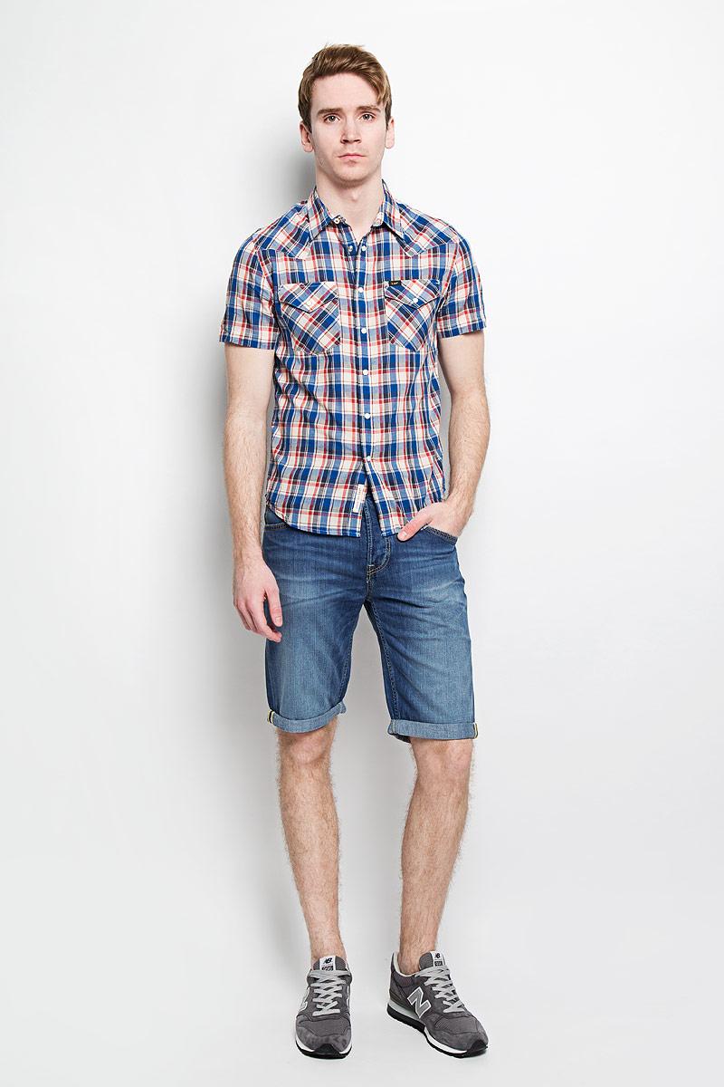 Рубашка мужская Lee, цвет: голубой, бежевый. L640ZD35. Размер M (48)L640ZD35Стильная мужская рубашка Lee, выполненная из 100% хлопка, подчеркнет ваш уникальный стиль и поможет создать оригинальный образ.Рубашка с короткими рукавами и отложным воротником застегивается на кнопки спереди. Модель украшена актуальным принтом в клетку и дополнена двумя накладными нагрудными карманами, закрывающимися клапанами с кнопками. Такая рубашка будет дарить вам комфорт в течение всего дня и послужит замечательным дополнением к вашему гардеробу.
