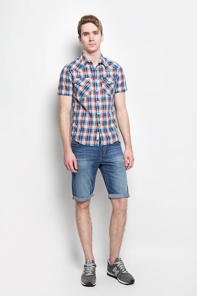 Шорты мужские Lee, цвет: синий. L724DEQN. Размер 34 (50)L724DEQNМодные мужские шорты Lee станут неотъемлемой частью вашего летнего гардероба. Они выполнены из высококачественного натурального хлопка, что обеспечивает комфорт и удобство при носке. Укороченные шорты стандартной посадки станут отличным дополнением к вашему современному образу. Джинсовые шорты застегиваются на пуговицу в поясе и имеют ширинку на пуговицах, а также дополнены шлевками для ремня. Шорты имеют классический пятикарманный крой: спереди модель оформлена двумя втачными карманами и одним маленьким накладным кармашком, а сзади - двумя накладными карманами. Изделие украшено декоративными отворотами.Эти комфортные и стильные шорты превосходно дополнят ваш образ, а также обеспечат комфорт и удобство в течение всего дня.