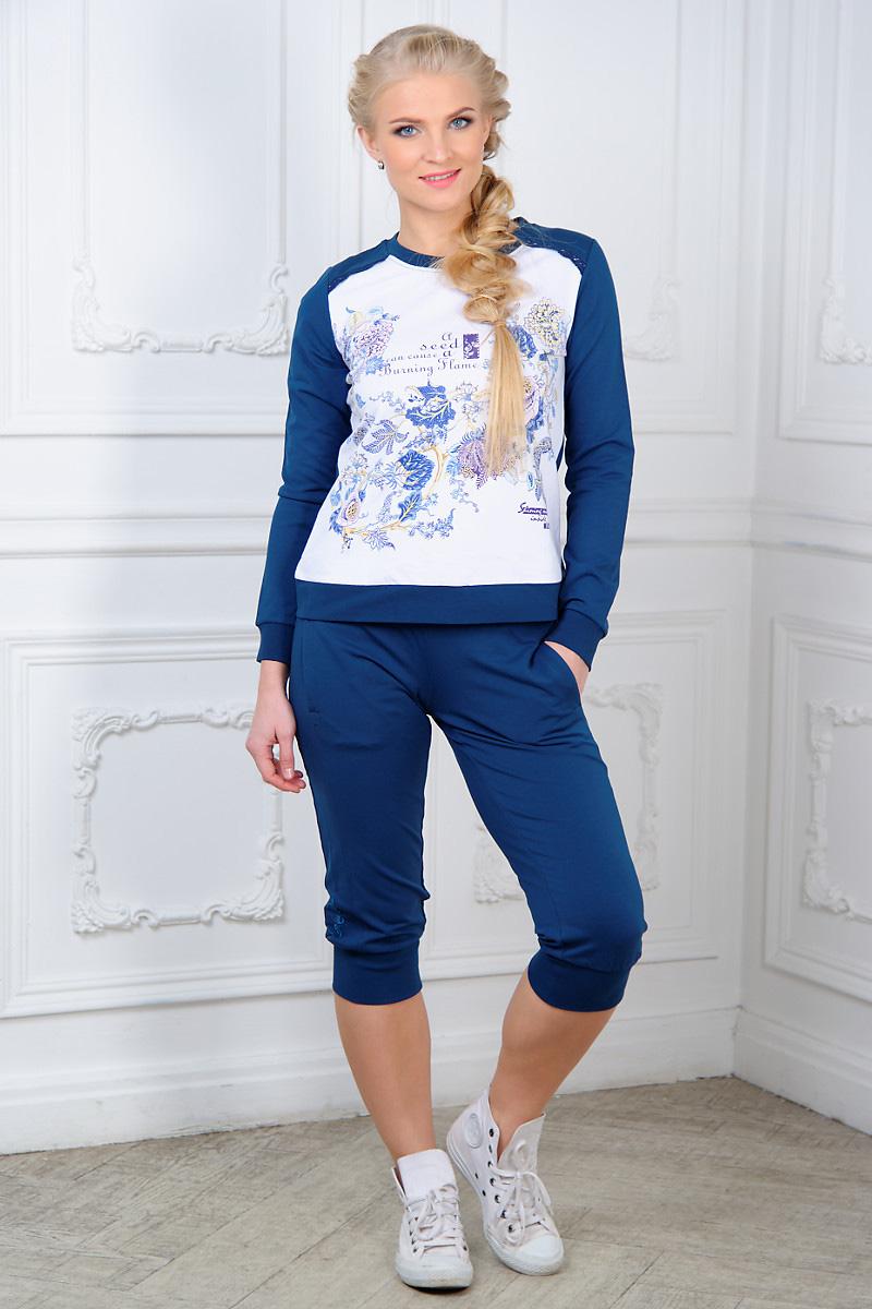 Костюм домашний женский Mia Cara: свитшот, бриджи, цвет: темно-синий, белый. AW15-UAT-LST-289. Размер 50/52AW15-UAT-LST-289Женский домашний костюм Mia Cara, состоящий из свитшота и бридж, станет отличным дополнением к вашему гардеробу. Выполненный из эластичного хлопка, комплект мягкий и приятный на ощупь, не сковывает движения и позволяет коже дышать, обеспечивая наибольший комфорт.Свитшот с круглым вырезом горловины и длинными рукавами оформлен спереди кружевными вставками, цветочным принтом и надписями.Бриджи с широким эластичным поясом дополнены спереди двумя прорезными карманами. Вырез горловины, манжеты рукавов, низ свитшота и манжеты бридж дополнены трикотажными резинками.