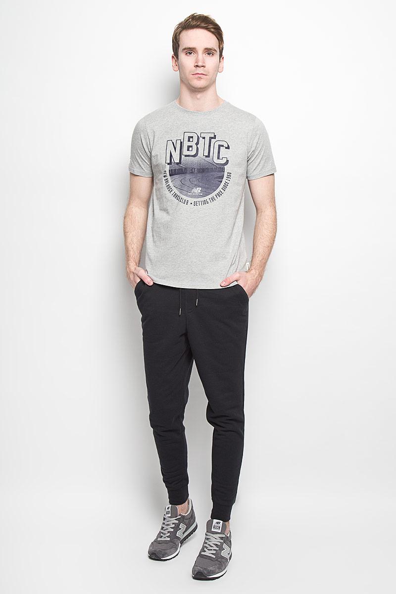 Футболка мужская New Balance, цвет: серый. EMT61746/HGR. Размер XXL (52/54)EMT61746/HGRСтильная мужская футболка New Balance, выполненная из высококачественного 100% хлопка, обладает высокой воздухопроницаемостью и гигроскопичностью, позволяет коже дышать. Такая футболка великолепно подойдет как для повседневной носки, так и для спортивных занятий.Модель с короткими рукавами и круглым вырезом горловины - идеальный вариант для создания современного образа в спортивном стиле. Футболка оформлена крупным принтом с логотипом New Balance и изображением стадиона.Такая модель подарит вам комфорт в течение всего дня и послужит замечательным дополнением к вашему гардеробу.