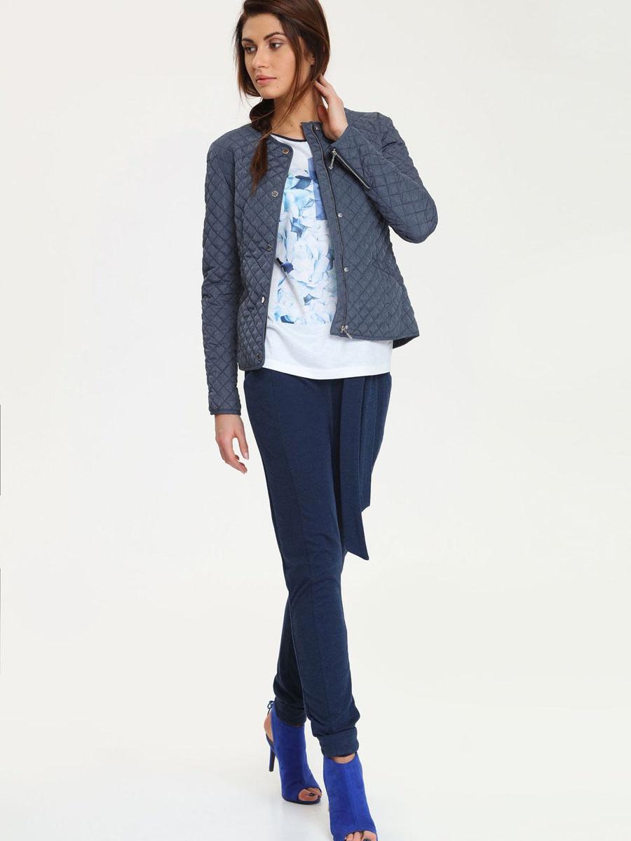 Куртка женская Drywash, цвет: темно-серый. DKU0062NI. Размер L (48)DKU0062NIУдобная и стильная женская куртка Drywash, выполненная из полиэстера, согреет вас в прохладное время года. Модель с круглым вырезом горловины и длинными рукавами застегивается на застежку-молнию с ветрозащитным клапаном на кнопках. Куртка спереди дополнена двумя втачными карманами. Низ рукавов оформлен декоративными застежками-молниями. Эта модная и в то же время комфортная куртка - отличный вариант для прогулок, она подчеркнет ваш изысканный вкус и поможет создать неповторимый образ.