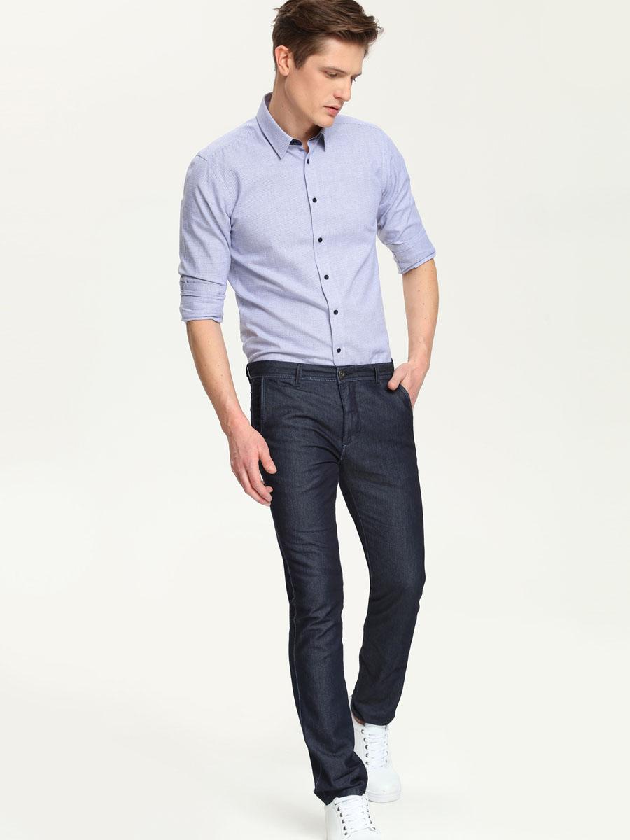 Рубашка мужская Top Secret, цвет: темно-синий, белый. SKL1937GR. Размер 42/43 (52)SKL1937GRСтильная мужская рубашка Top Secret, выполненная из натурального хлопка, подчеркнет ваш уникальный стиль и поможет создать оригинальный образ. Такой материал великолепно пропускает воздух, обеспечивая необходимую вентиляцию, а также обладает высокой гигроскопичностью. Рубашка с длинными рукавами и отложным воротником застегивается на пуговицы спереди. Рукава рубашки дополнены манжетами, которые также застегиваются на пуговицы. Модель оформлена актуальным узором в мелкую клетку. Классическая рубашка - превосходный вариант для базового мужского гардероба и отличное решение на каждый день.Такая рубашка будет дарить вам комфорт в течение всего дня и послужит замечательным дополнением к вашему гардеробу.