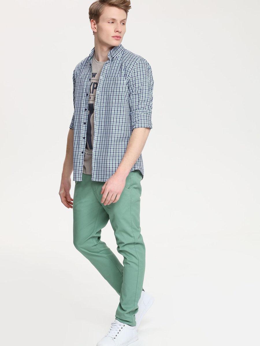 Рубашка мужская Top Secret, цвет: белый, темно-синий, зеленый. SKL1958GR. Размер 40/41 (48)SKL1958GRСтильная мужская рубашка Top Secret, выполненная из натурального хлопка, обладает высокой теплопроводностью, воздухопроницаемостью и гигроскопичностью, позволяет коже дышать, тем самым обеспечивая наибольший комфорт при носке.Модель классического кроя с отложным воротником застегивается на пуговицы. Края воротника спереди пристегиваются к рубашке на пуговицы. На груди имеется накладной карман. Длинные рукава модели дополнены манжетами на пуговицах. Оформлено изделие принтом в клетку. Такая рубашка подчеркнет ваш вкус и поможет создать великолепный стильный образ.