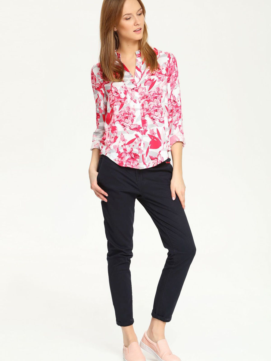 Рубашка женская Top Secret, цвет: белый, розовый, серый. SKL1965BI. Размер 38 (44)SKL1965BIЯркая рубашка Top Secret, изготовленная из мягкой вискозы, подчеркнет ваш уникальный стиль. Материал легкий, приятный на ощупь, не сковывает движения и хорошо вентилируется. Рубашка с отложным воротником и длинными рукавами застегивается спереди на пуговицы, скрытые за планкой. Рукава дополнены манжетами с застежками-пуговицами. На груди расположены два накладных кармана. Оформлено изделие ярким принтом по всей поверхности.Такая рубашка будет дарить вам комфорт в течение всего дня и послужит замечательным дополнением к вашему гардеробу.