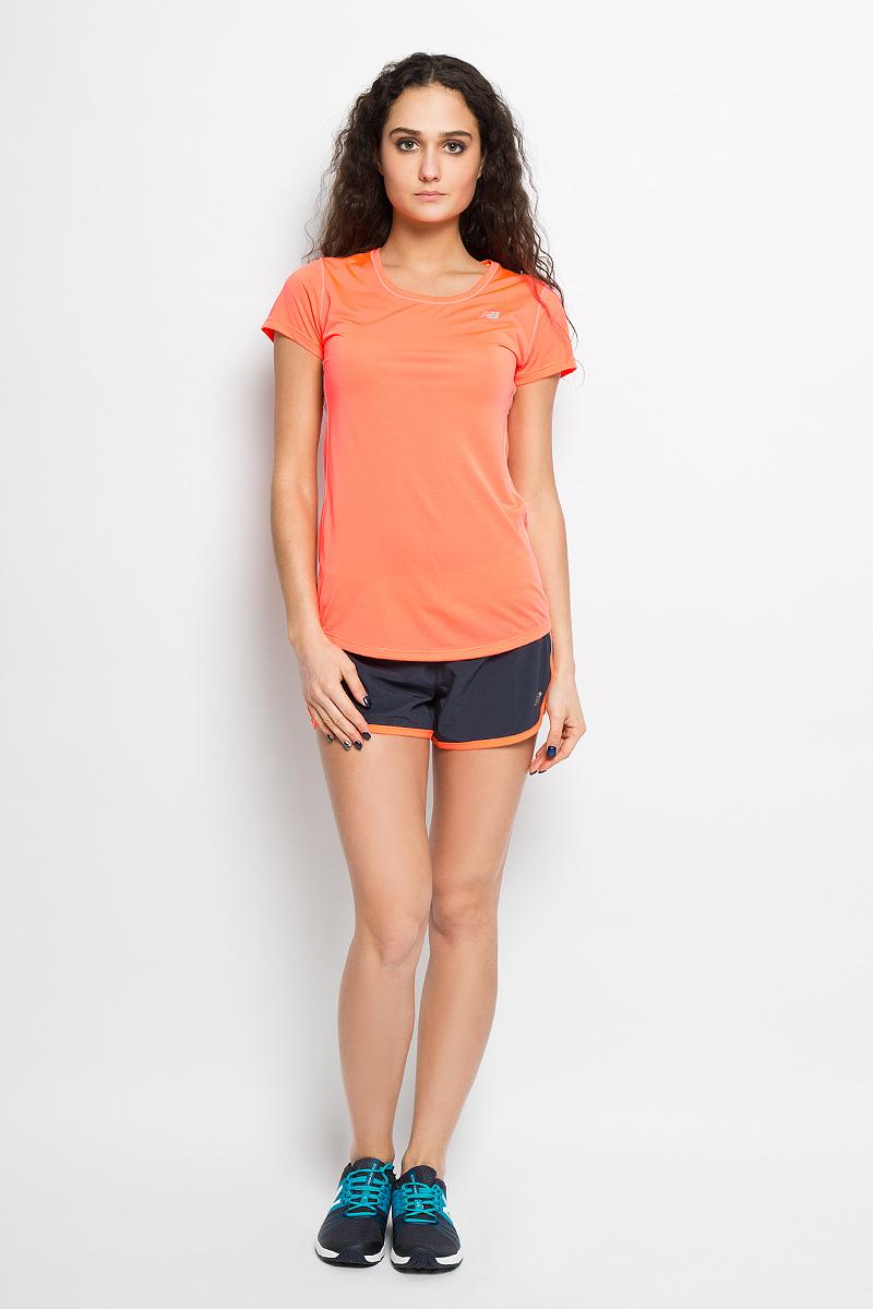 Футболка для бега женская New Balance, цвет: неоновый оранжевый. WT53141/DAF. Размер M (46)WT53141/DAFЖенская футболка New Balance предназначена специально для бега. Эта легкая беговая футболка с круглым вырезом горловины обеспечит вам безупречный комфорт и достижение высоких спортивных результатов благодаря мягкой, эластичной ткани, которая отводит влагу и поддерживает тело сухим. Плоские швы не натирают кожу и обеспечивают полный комфорт. Футболка декорирована светоотражающим логотипом бренда на груди и полоской на спинке, благодаря этому вы будете заметнее в темноте. Максимальный комфорт и уникальный спортивный образ!