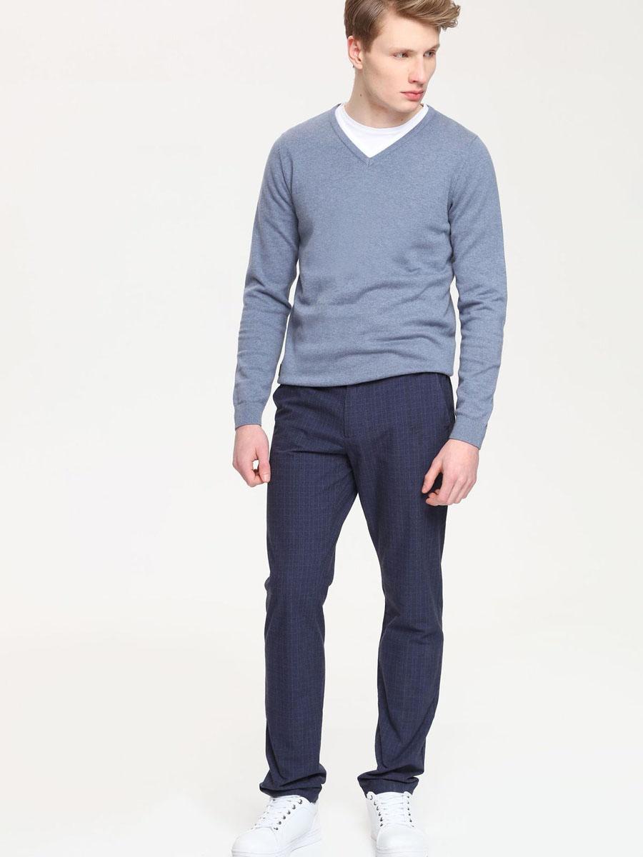 Брюки мужские Top Secret, цвет: темно-синий. SSP2144GR. Размер 34 (50)SSP2144GRМужские брюки Top Secret, выполненные из натурального хлопка, идеально подойдут для повседневной носки. Материал изделия мягкий и приятный на ощупь, не сковывает движения и позволяет коже дышать.Брюки слегка зауженного кроя застегиваются на поясе на пуговицу и имеют ширинку на застежке молнии, а также шлевки для ремня. Спереди предусмотрены два втачных кармана. Сзади расположены два прорезных кармана на пуговицах. Изделие оформлено принтом в клетку.Такая модель станет стильным дополнением к вашему гардеробу. Лаконичный дизайн и совершенство стиля подчеркнут вашу индивидуальность.