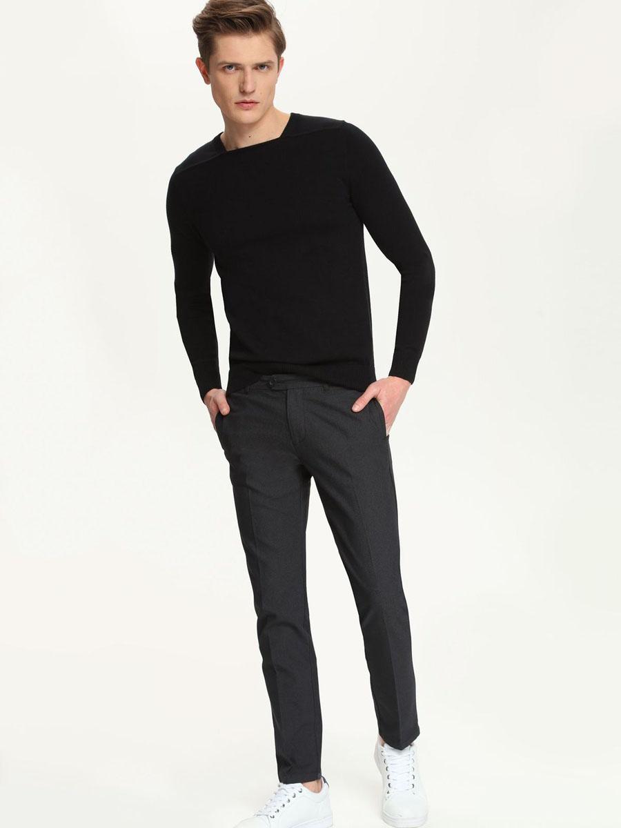 Брюки мужские Top Secret, цвет: графитовый. SSP2213CA. Размер 36 (52)SSP2213CAМужские брюки Top Secret, выполненные из эластичного хлопка с добавлением полиэстера, идеально подойдут для повседневной носки. Материал изделия мягкий и приятный на ощупь, не сковывает движения и позволяет коже дышать.Брюки слегка зауженного кроя застегиваются на поясе на пуговицы и имеют ширинку на застежке молнии, а также шлевки для ремня. Спереди предусмотрены два втачных кармана. Сзади расположены два прорезных кармана.Такая модель станет стильным дополнением к вашему гардеробу. Лаконичный дизайн и совершенство стиля подчеркнут вашу индивидуальность.