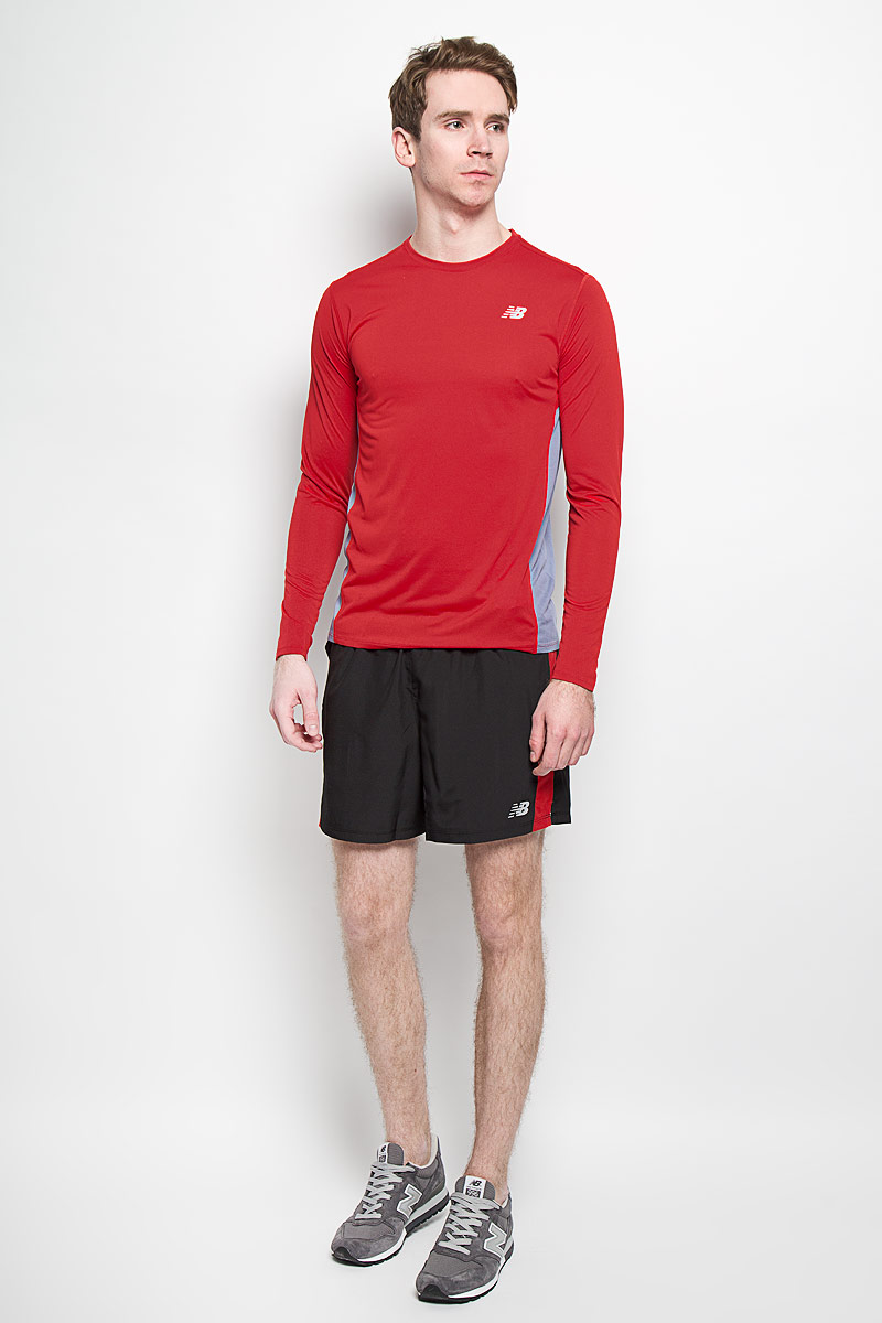 Шорты для бега мужские New Balance, цвет: черный, красный. MS61073/CED. Размер S (44/46)MS61073/CEDМужские шорты для бега New Balance станут отличным дополнением к вашему спортивному гардеробу. Они выполнены из полиэстера, благодарячему великолепно тянутся, удобно сидят и превосходно отводят влагу от тела, оставляя кожу сухой.Модель с широкой эластичной резинкой на поясе дополнена сетчатыми вставками по бокам. Объем талии регулируется при помощишнурка-кулиски в поясе. Изделие оснащено внутренней несъемной вставкой в виде трусов-слипов. Спереди расположены два втачных кармана. Шорты оформлены небольшим светоотражающим логотипом New Balance.Эти модные свободные шорты идеально подойдут для повседневной носки, а также бега, фитнеса и других спортивных упражнений. В них вывсегда будете чувствовать себя уверенно и комфортно.