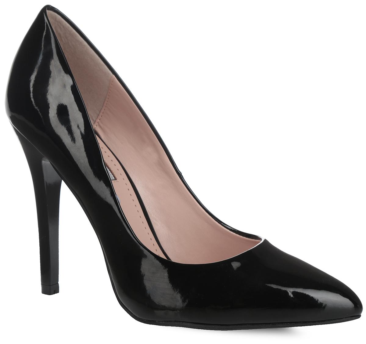 Туфли женские Inario, цвет: черный. 1015-04-1. Размер 391015-04-1Роскошные туфли от Inario покорят вас с первого взгляда! Модель выполнена из искусственной лакированной кожи. Заостренный носок смотрится невероятно женственно. Стелька из искусственной кожи, оформленная названием бренда, по контуру - декоративной перфорацией, комфортна при ходьбе. Высокий каблук устойчив. Рифление на подошве и на каблуке гарантирует идеальное сцепление с любой поверхностью. Элегантные туфли займут достойное место в вашем гардеробе.