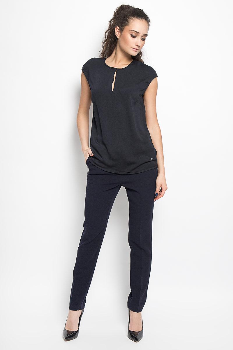 Блузка женская Top Secret, цвет: черный. SBD0582GR. Размер 38 (44)SBD0582GRСтильная женская блуза Top Secret, выполненная из полиэстера, подчеркнет ваш уникальный стиль и поможет создать оригинальный женственный образ.Свободная блузка без рукавов, с круглым вырезом горловины застегивается на пуговицу на спинке. Модель дополнена двумя небольшими разрезами по горловине и металлической вставкой на горловине спереди. Внизу изделие дополнено металлической нашивкой с логотипом бренда. Такая блузка идеально подойдет для жарких летних дней. Такая блузка будет дарить вам комфорт в течение всего дня и послужит замечательным дополнением к вашему гардеробу.