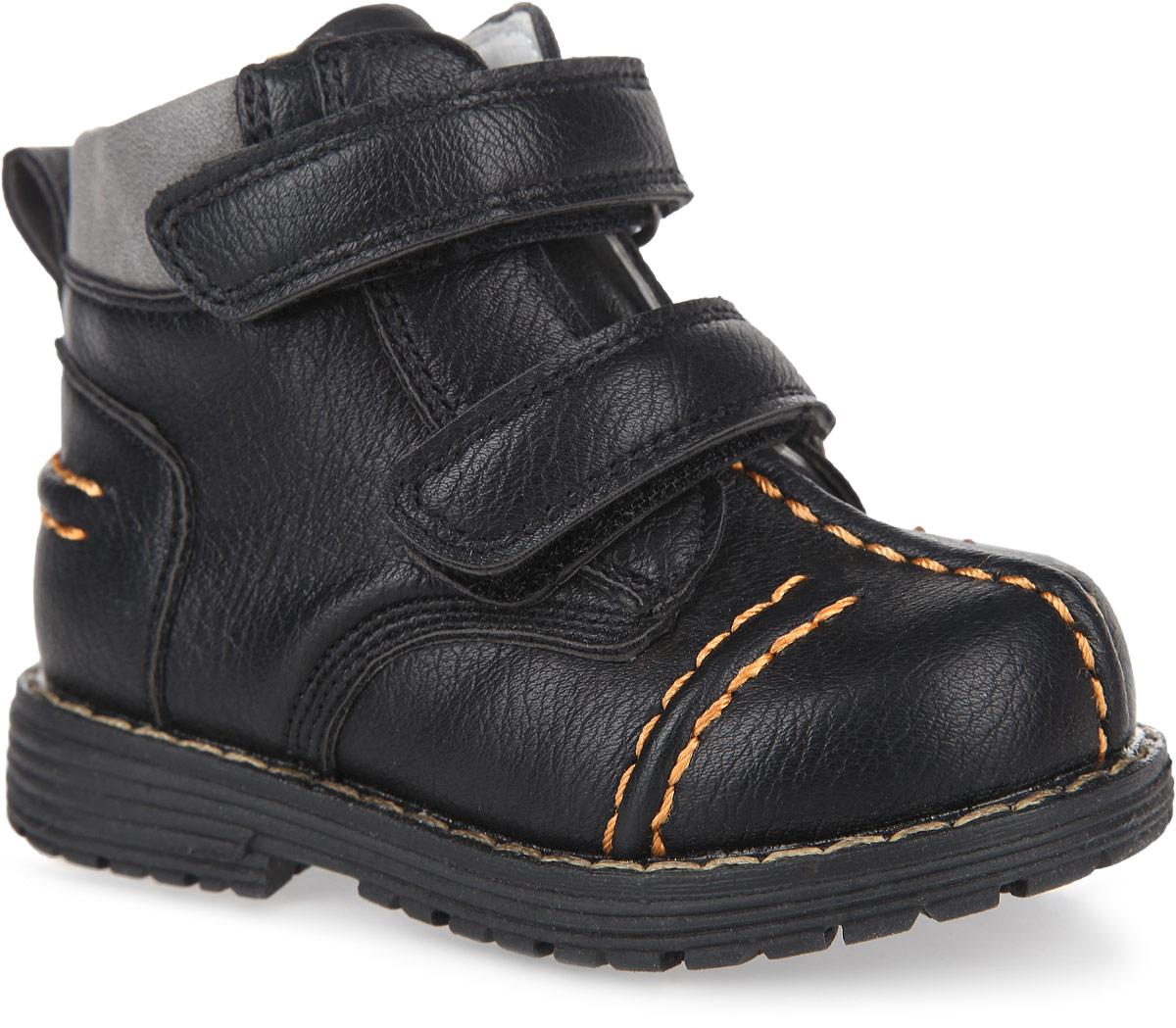 Ботинки для мальчика PlayToday Baby, цвет: черный, серый. 167207. Размер 22167207Модные ботинки от PlayToday заинтересуют вашего мальчика с первого взгляда. Модель, выполненная из искусственной кожи, оформлена внешними декоративными швами, вдоль ранта - контрастной прострочкой. Ремешки с застежками-липучками гарантируют надежную фиксацию модели на ноге. Боковая застежка-молния позволяет легко снимать и обувать модель. Ярлычок облегчает обувание модели. Внутренняя поверхность из натуральной кожи и стелька EVA с поверхностью из натуральной кожи комфортны при ходьбе. Стелька дополнена супинатором с перфорацией, который обеспечивает правильное положение ноги ребенка при ходьбе, предотвращает плоскостопие. Рифление на подошве обеспечивает отличное сцепление с любыми поверхностями.Чудесные ботинки займут достойное место в гардеробе вашего мальчика.