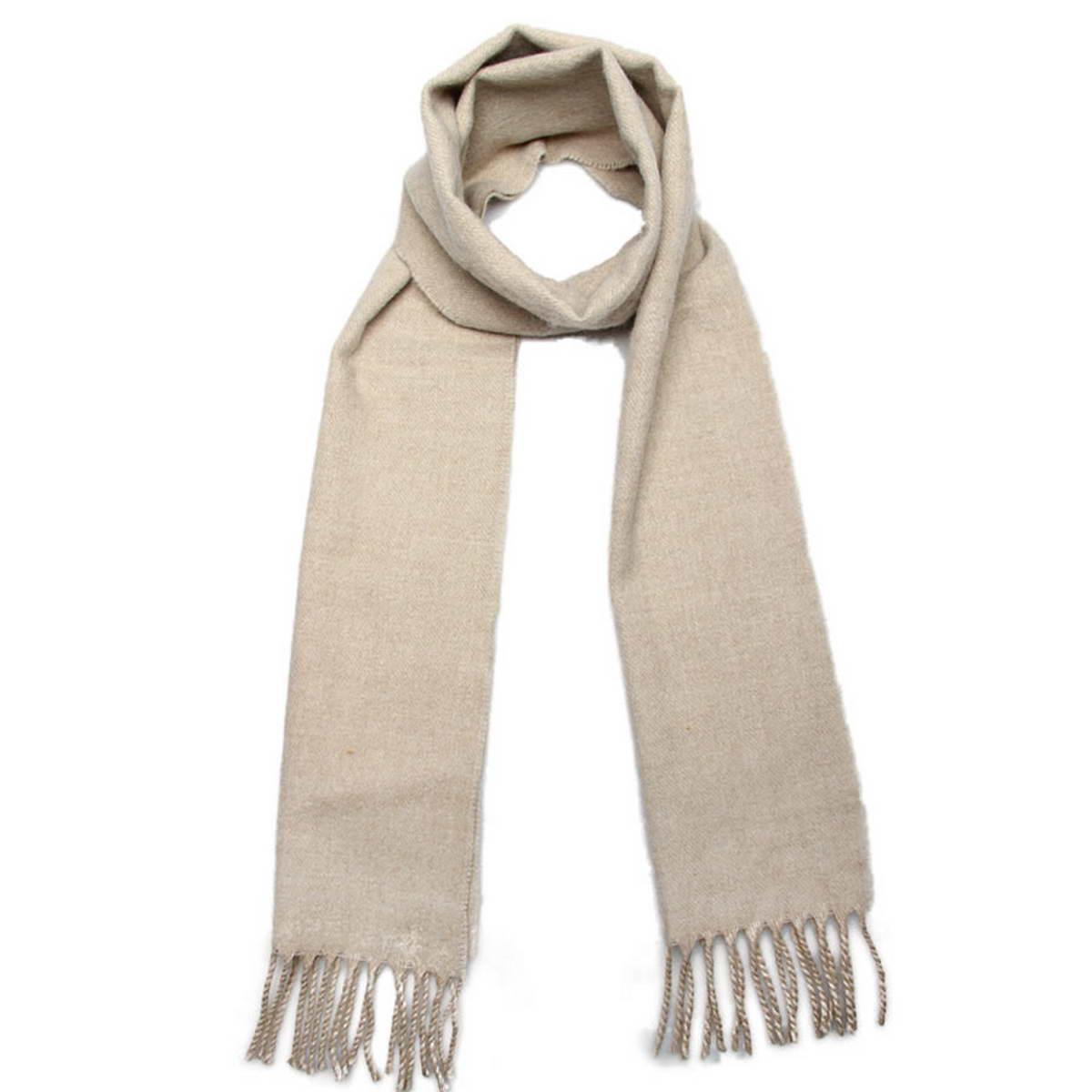 Шарф мужской Venera, цвет: бежевый. 5003132-20. Размер 25 см х 170 см5003132-20Элегантный мужской шарф Venera согреет вас в холодное время года, а также станет изысканным аксессуаром, который призван подчеркнуть ваш стиль и индивидуальность. Оригинальный теплый шарф выполнен из высококачественной пряжи из шерсти и акрила. Однотонный шарф имеет строгую классическую расцветку и дополнен жгутиками по краю.Такой шарф станет превосходным дополнением к любому наряду, защитит вас от ветра и холода и позволит вам создать свой неповторимый стиль.