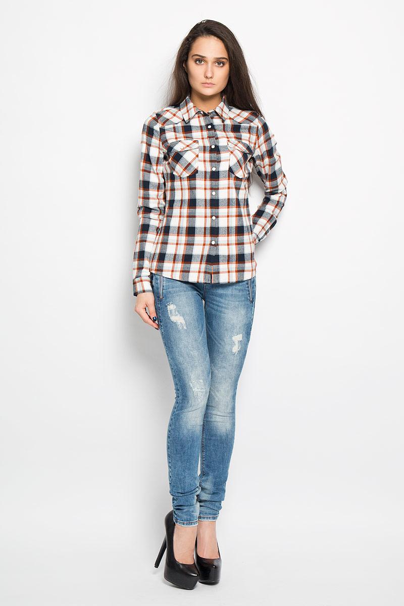 Рубашка женская Tom Tailor Denim, цвет: белый, рыжий, черный. 2031990.00.71. Размер L (48)2031990.00.71Очаровательная блузка Tom Tailor очень удобна и практична - прекрасный вариант на каждый день. Изготовлена блузка из натурального хлопка с оригинальным принтом в крупную клетку. Модель прямого кроя с отложным воротником, длинными рукавами и застегивается на кнопки. Спереди блузка дополнена двумя накладными карманами, которые закрываются клапаном и застегиваются на кнопку. Низ рукава обработан манжетой. Такая блузка будет гармонично смотрятся как с классическими брюками, так и с юбкой-карандаш или шортами. Модная блузка займет достойное место в вашем гардеробе.