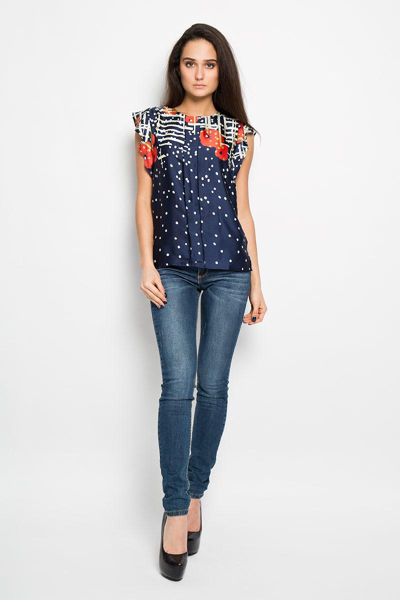 Блузка женская F5, цвет: синий. 150030_17227. Размер M (46)150030Очаровательная блузка F5 очень удобна и практична - прекрасный вариант на каждый день. Изготовлена блузка из полиэстера. Модель приталенного кроя с круглым вырезом горловины с рукавами-крылышками. Спереди модель дополнена складкой. Сзади блуза немного удлинена и дополнена небольшим разрезом. Изделие сзади застегивается на пуговицу. Модель оформлена оригинальным принтом. Такая блузка будет гармонично смотрятся как с классическими брюками, так и с юбкой-карандаш или шортами. Модная блузка займет достойное место в вашем гардеробе.