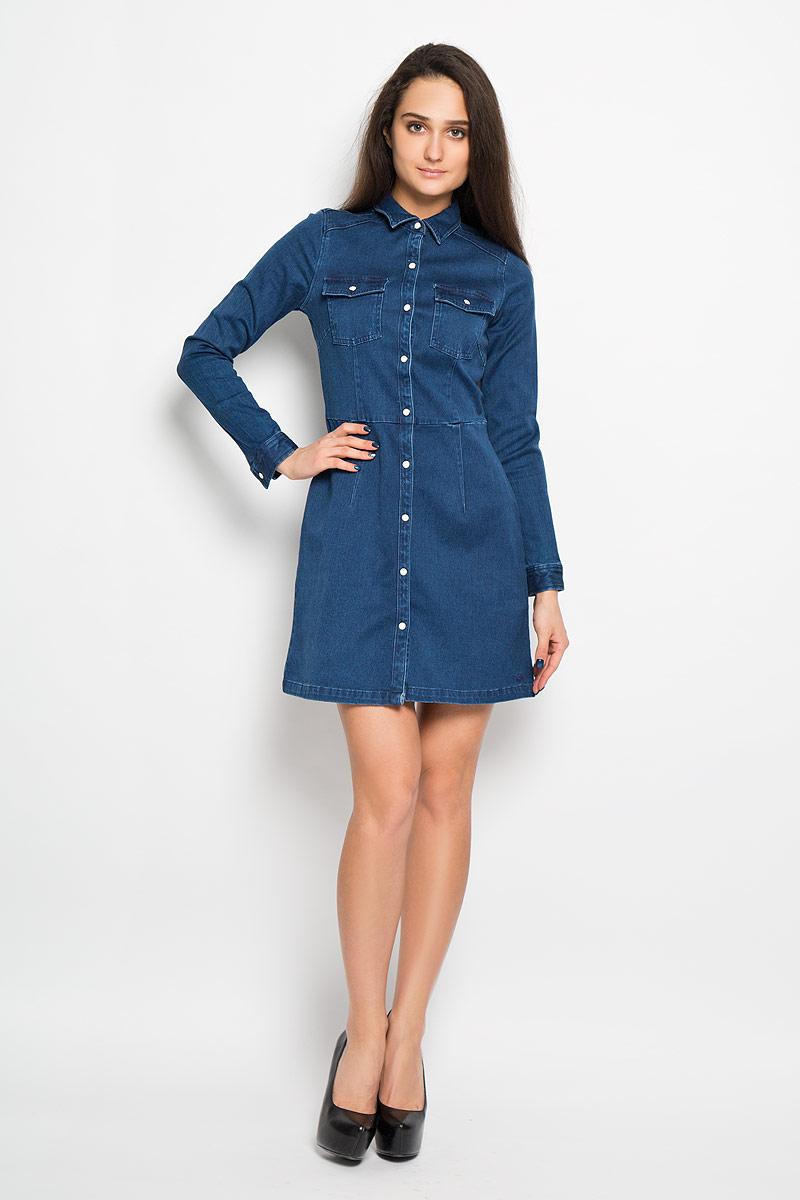 Платье Tom Tailor Denim, цвет: синий. 5019062.00.71. Размер S (44)5019062.00.71Модное платье Tom Tailor Denim, изготовленное из эластичного хлопка, необычайно мягкое и приятное на ощупь, не сковывает движения, обеспечивая наибольший комфорт. Модель средней длины с отложным воротником и длинными рукавами спереди по всей длине застегивается на кнопки. Низ рукава дополнен манжетом с застежкой-кнопкой. Спереди модель оформлена двумя накладными карманами на клапанах с кнопками. В этом платье вы всегда будете чувствовать себя уверенно, оставаясь в центре внимания.