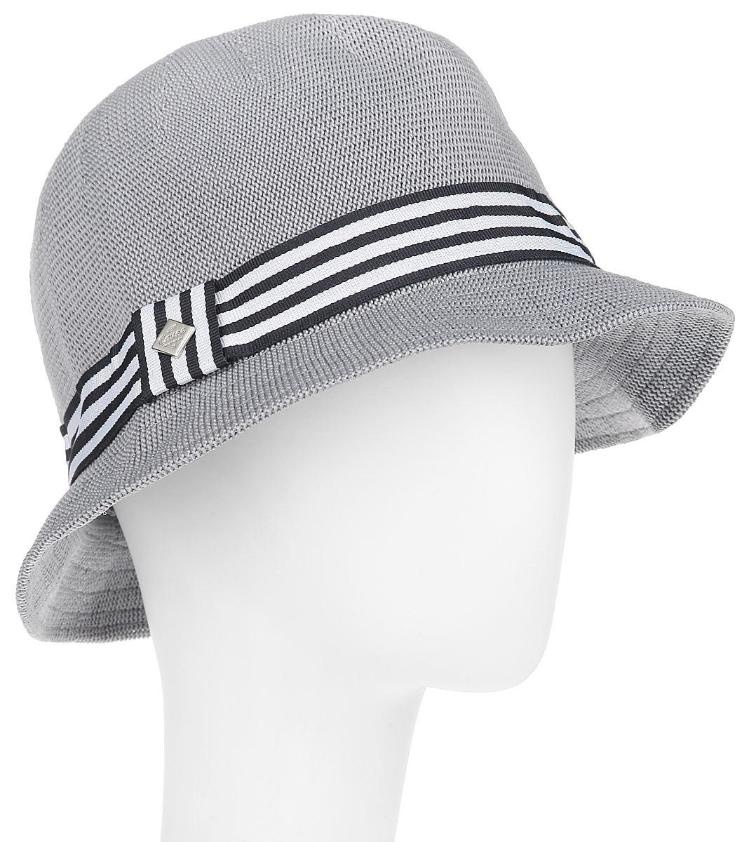 Шляпа женская Canoe Cliver, цвет: серый. 1961217. Размер 571961217Модная шляпа Canoe Cliver, выполненная из полиэстера и акрила, украсит любой наряд.Шляпа в стиле 30-х годов оформлена полосатой лентой с логотипом фирмы вокруг тульи. Благодаря своей форме, шляпа удобно садится по голове и подойдет к любому стилю. Шляпа легко восстанавливает свою форму после сжатия.Такая шляпка подчеркнет вашу неповторимость и дополнит ваш повседневный образ.