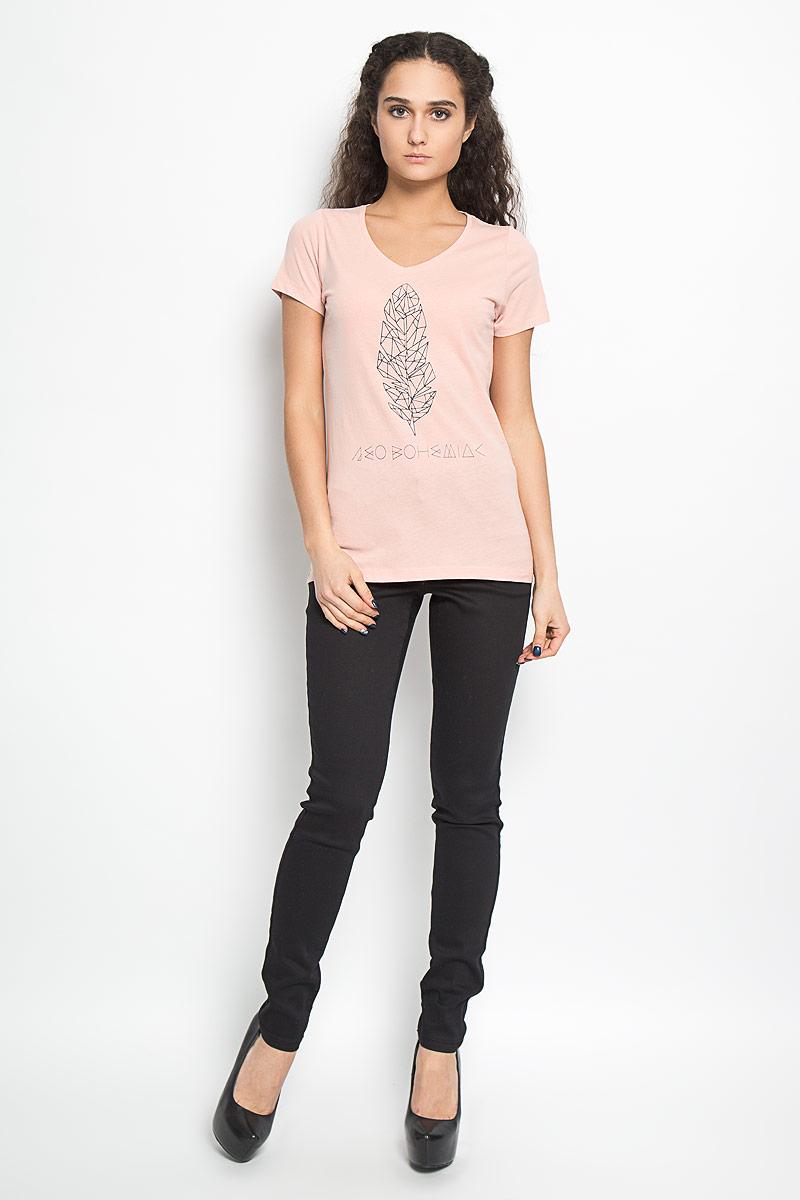 Футболка женская Broadway Betty, цвет: розово-бежевый. 10156040 37A. Размер M (46)10156040 37AСтильная женская футболка Broadway Betty, выполненная из высококачественного хлопка, обладает высокой воздухопроницаемостью и гигроскопичностью, позволяет коже дышать. Модель с короткими рукавами и V-образным вырезом горловины спереди оформлена оригинальной термоаппликацией и надписью.Эта футболка - идеальный вариант для создания эффектного образа.