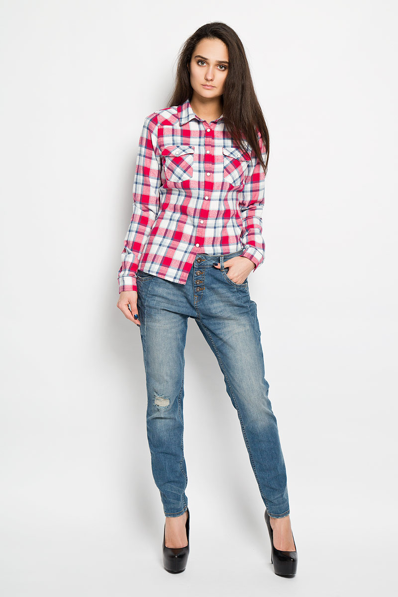 Джинсы женские Tom Tailor Denim Lynn, цвет: синий. 6204201.09.71. Размер 28-32 (44-32)6204201.09.71Стильные женские джинсы Tom Tailor Denim Lynn созданы специально для того, чтобы подчеркивать достоинства вашей фигуры. Модель с заниженной ластовицей, слегка зауженного кроя и заниженной посадки станет отличным дополнением к вашему современному образу. Застегиваются джинсы на металлическую пуговицу в поясе и ширинку на пуговицах, имеются шлевки для ремня. Спереди модель оформлена двумя втачными карманами и небольшим секретным кармашком с вышивкой логотипа, а сзади - двумя накладными карманами. Джинсы оформлены эффектом потертости и рваным эффектом на коленке. Эти модные и в тоже время комфортные джинсы послужат отличным дополнением к вашему гардеробу. В них вы всегда будете чувствовать себя уютно и комфортно.