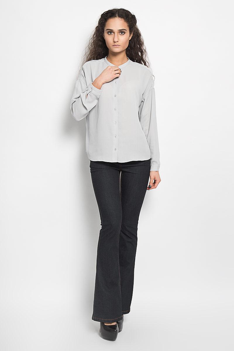 Блузка женская Broadway Bentley, цвет: светло-серый. 10156078 890. Размер L (48)10156078 890Стильная женская блуза Broadway Bentley, выполненная из высококачественного полиэстера, подчеркнет ваш уникальный стиль и поможет создать оригинальный женственный образ.Блузка с круглым вырезом горловины и длинными рукавами застегивается спереди на пуговицы, манжеты рукавов также дополнены пуговицами. Спинка немного удлинена. Модель идеально подойдет для жарких летних дней. Такая блузка будет дарить вам комфорт в течение всего дня и послужит замечательным дополнением к вашему гардеробу.