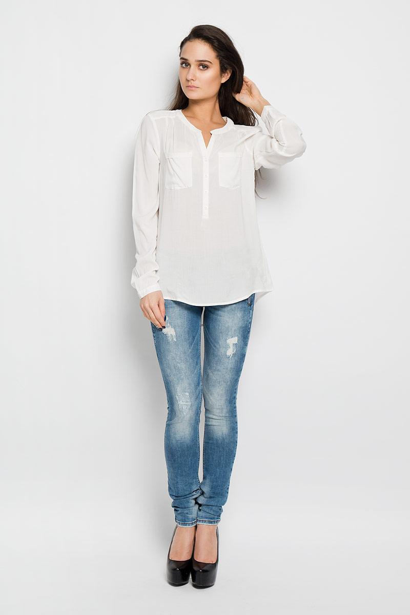 Блузка женская Tom Tailor Denim, цвет: молочный. 2031141.09.71. Размер S (44)2031141.09.71Стильная женская блуза Tom Tailor Denim, выполненная из высококачественной вискозы, подчеркнет ваш уникальный стиль и поможет создать оригинальный женственный образ.Блузка с круглым вырезом горловины и длинными рукавами застегивается спереди на пуговицы, манжеты рукавов также дополнены пуговицами. Спинка немного удлинена. На груди модель дополнена двумя накладными карманами; спинка по центру присборена. Изделие спереди декорировано вышивкой. Модель идеально подойдет для жарких летних дней. Такая блузка будет дарить вам комфорт в течение всего дня и послужит замечательным дополнением к вашему гардеробу.