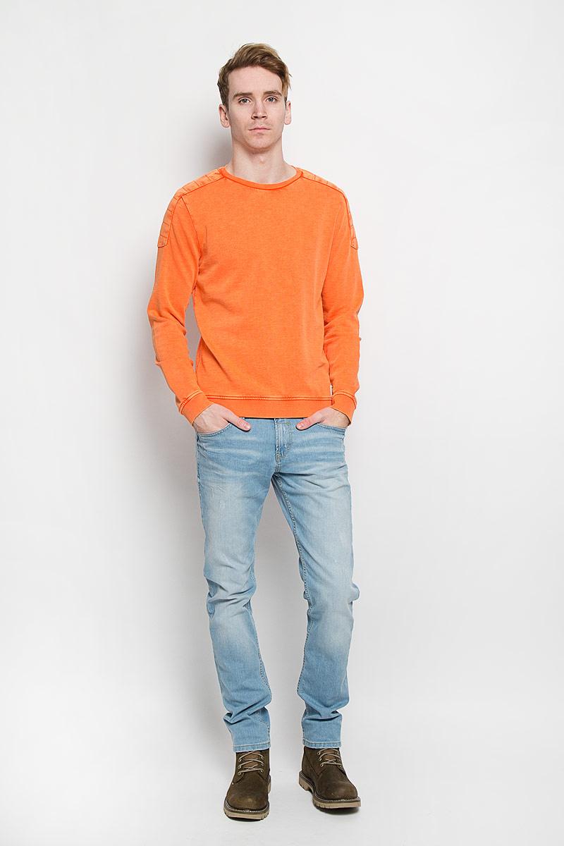 Свитшот мужской Tom Tailor Denim Basic, цвет: оранжевый. 2529896.00.12. Размер L (50)2529896.00.12Стильный мужской свитшот Tom Tailor Denim Basic, изготовленный из натурального хлопка, необычайно мягкий и приятный на ощупь, не сковывает движения, обеспечивая наибольший комфорт. Модель с круглым вырезом горловины и длинными рукавами дополнена на плечах вставками с эффектом варенки. Свитшот имеет мягкую резинку на горловине, манжетах и по низу лицевой стороны изделия. Спинка свитшота удлинена.Эта модная и в то же время комфортная модель - отличный вариант как для активного отдыха, так и для занятий спортом.