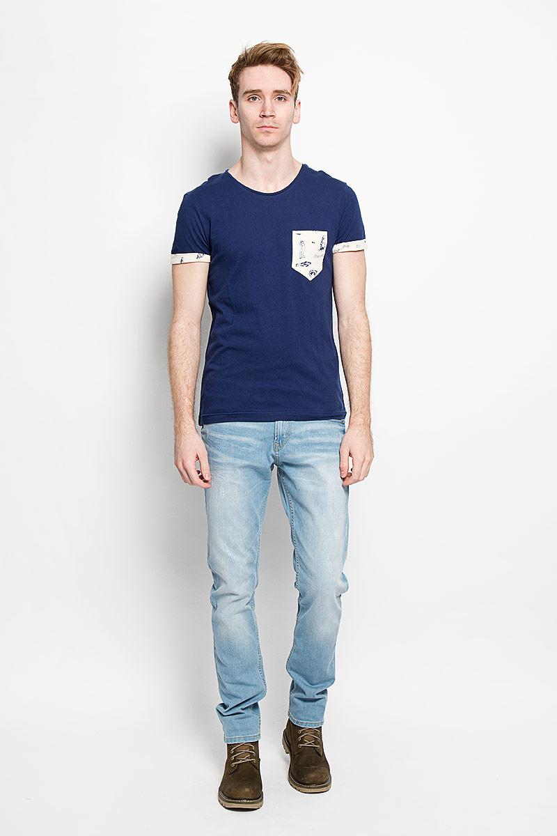 Футболка мужская Tom Tailor Denim Basic, цвет: темно-синий. 1033991.01.12. Размер M (48)1033991.01.12Стильная мужская футболка Tom Tailor Denim Basic выполнена из натурального хлопка. Материал очень мягкий и приятный на ощупь, обладает высокой воздухопроницаемостью и гигроскопичностью, позволяет коже дышать. Модель прямого кроя с круглым вырезом горловины дополнена на груди накладным кармашком. Короткие рукава оформлены пристроченными отворотами. Спинка изделия немного удлинена. Такая модель подарит вам комфорт в течение всего дня и послужит замечательным дополнением к вашему гардеробу.