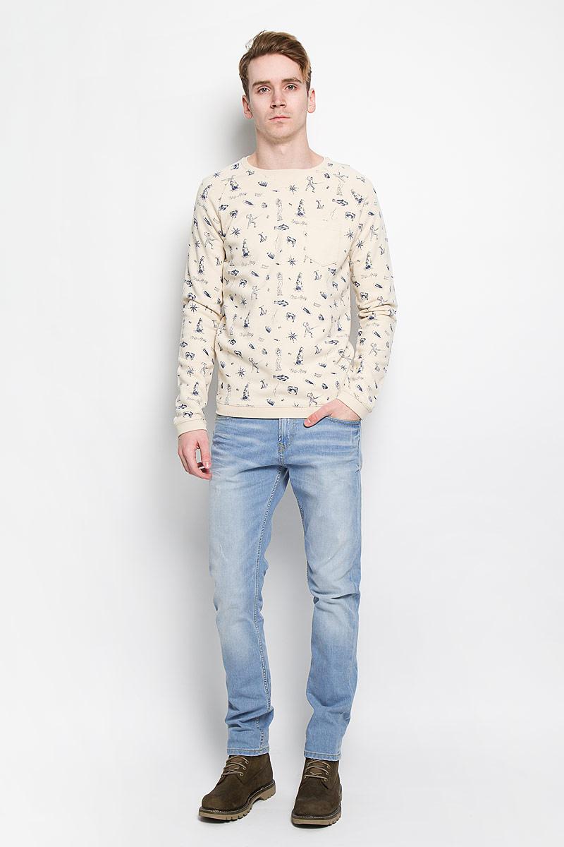 Джинсы мужские Tom Tailor Denim Piers, цвет: голубой. 6204418.09.12. Размер 34-32 (50-32)6204418.09.12Стильные мужские джинсы Tom Tailor Denim Piers - джинсы высочайшего качества на каждый день, которые прекрасно сидят.Модель зауженного кроя и низкой посадки изготовлена из эластичного хлопка. Застегиваются джинсы на пуговицу на поясе и ширинку на застежке-молнии, также имеются шлевки для ремня. Спереди модель дополнена двумя втачными карманами и одним накладным кармашком, а сзади - двумя накладными карманами. Оформлено изделие эффектом потертости, перманентными складками и еле заметным рваным эффектом. Эти модные и в то же время комфортные джинсы послужат отличным дополнением к вашему гардеробу. В них вы всегда будете чувствовать себя уютно и комфортно.