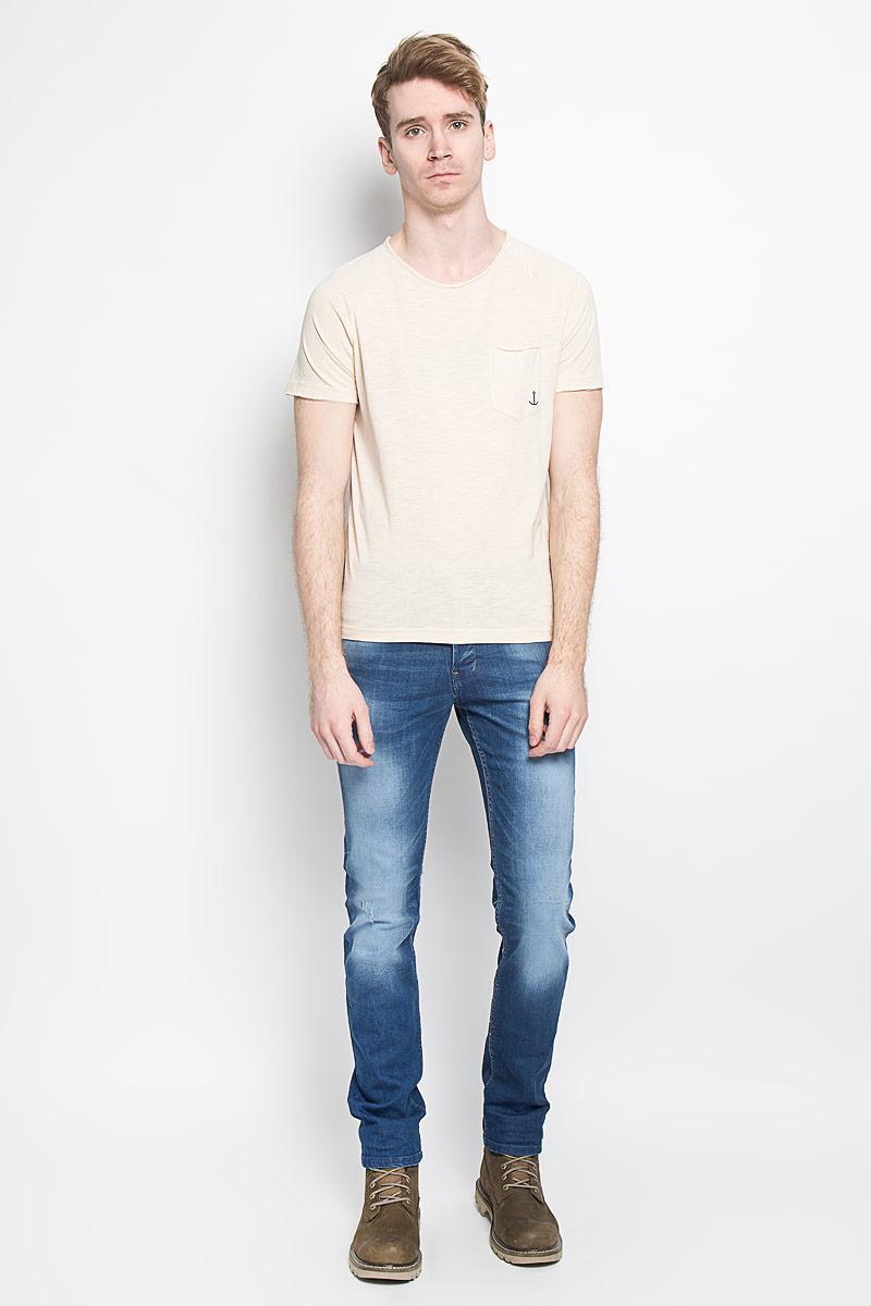 Футболка мужская Tom Tailor Denim, цвет: бежевый. 1033987.00.12. Размер M (48)1033987.00.12Стильная мужская футболка Tom Tailor Denim, изготовленная из высококачественного материала, обладает высокой теплопроводностью, воздухопроницаемостью и гигроскопичностью, позволяет коже дышать.Модель с короткими рукавами и круглым вырезом горловины - идеальный вариант для создания образа в стиле Casual. Футболка спереди дополнена накладным карманом, оформленным небольшим принтом с изображением якоря. Горловина и рукава футболки оформлена эффектом необработанного края. Спинка модели немного удлинена. Такая модель подарит вам комфорт в течение всего дня и послужит замечательным дополнением к вашему гардеробу.
