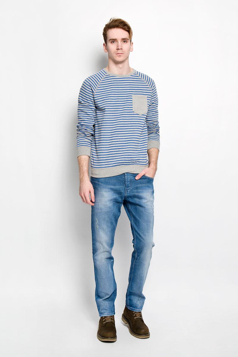 Джинсы мужские Tom Tailor Denim, цвет: светло-синий. 6204145.09.12. Размер 34-34 (50-34)6204145.09.12Стильные мужские джинсы Tom Tailor Denim - джинсы высочайшего качества, которые прекрасно сидят. Модель слегка зауженного кроя и средней посадки изготовлена из высококачественного эластичного хлопка, не сковывает движения и дарит комфорт. Джинсы на талии застегиваются на металлическую пуговицу, а также имеют ширинку на металлических пуговицах и шлевки для ремня. Спереди модель дополнена двумя втачными карманами и одним накладным маленьким кармашком, а сзади - двумя большими накладными карманами. Изделие оформлено эффектом потертости. Эти модные и в тоже время удобные джинсы помогут вам создать оригинальный современный образ. В них вы всегда будете чувствовать себя уверенно и комфортно.