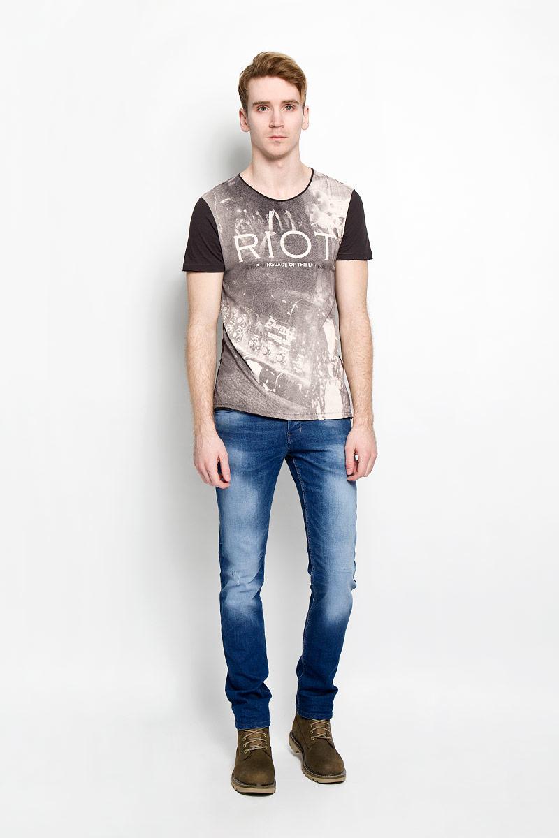 Джинсы мужские Tom Tailor Denim, цвет: синий. 6204152.00.12. Размер 29-32 (44/46-32)6204152.00.12Стильные мужские джинсы Tom Tailor Denim - джинсы высочайшего качества, которые прекрасно сидят. Модель слегка зауженного кроя и средней посадки изготовлена из высококачественного эластичного хлопка, не сковывает движения и дарит комфорт. Джинсы на талии застегиваются на металлическую пуговицу, а также имеют ширинку на металлических пуговицах и шлевки для ремня. Спереди модель дополнена двумя втачными карманами и одним накладным маленьким кармашком, а сзади - двумя большими накладными карманами. Изделие оформлено эффектом потертости. Эти модные и в тоже время удобные джинсы помогут вам создать оригинальный современный образ. В них вы всегда будете чувствовать себя уверенно и комфортно.