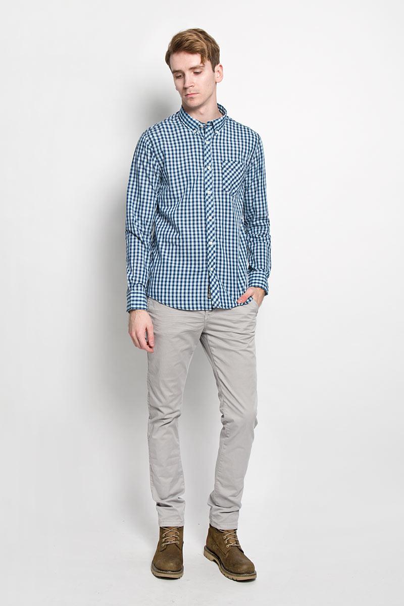 Рубашка мужская Broadway, цвет: темно-синий, голубой. 20100064 593. Размер L (50)20100064 593Стильная мужская рубашка Broadway, изготовленная из высококачественного хлопка с добавлением полиэстера, необычайно мягкая и приятная на ощупь, не сковывает движения и позволяет коже дышать, обеспечивая наибольший комфорт.Модная рубашка с отложным воротником, длинными рукавами и полукруглым низом застегивается на пластиковые пуговицы. Модель оформлена принтом в клетку и на груди слева дополнена накладным карманом. Рукава рубашки дополнены манжетами на пуговицах. Уголки воротника фиксируются при помощи пуговиц. Эта рубашка идеальный вариант для повседневного гардероба.Такая модель порадует настоящих ценителей комфорта и практичности!