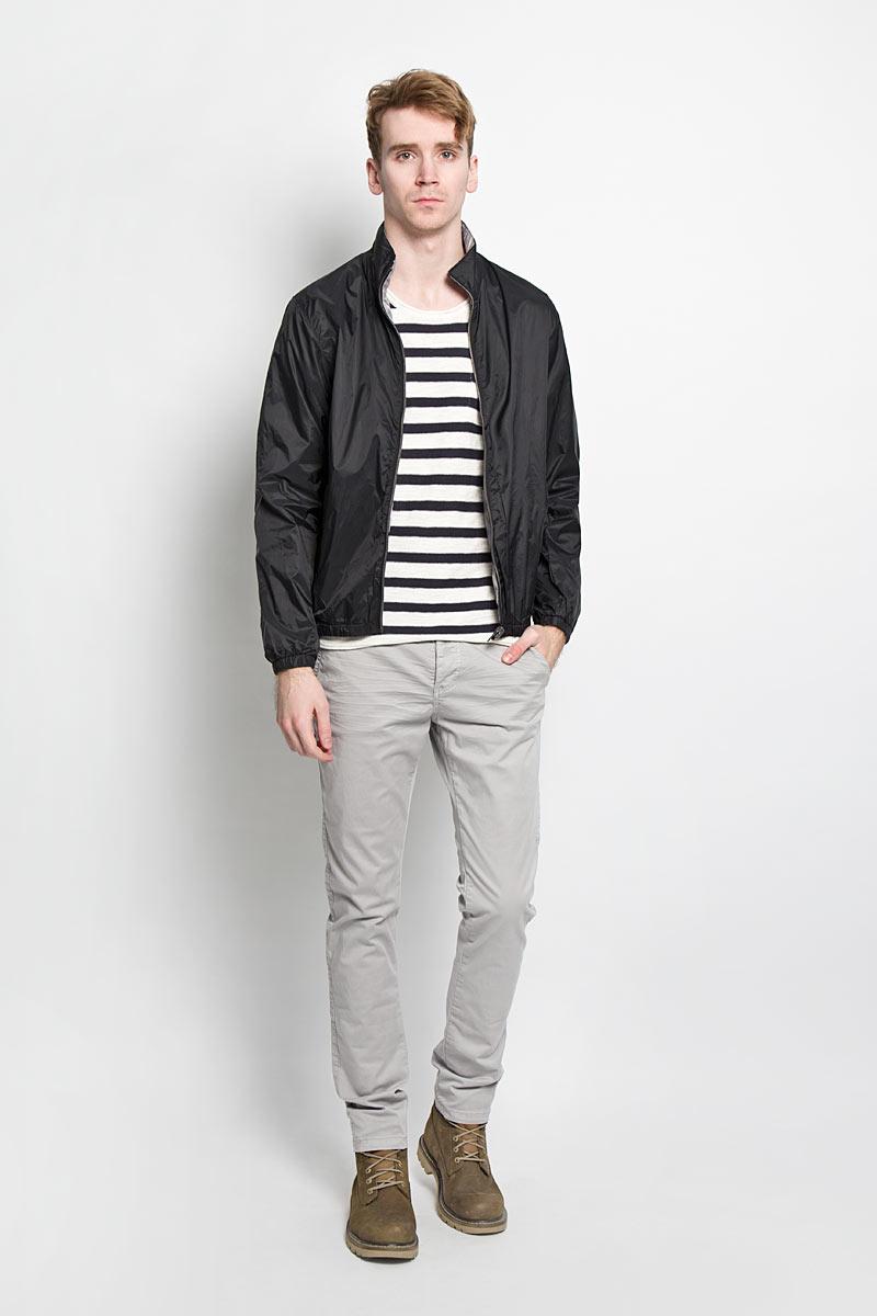 Куртка мужская Broadway, двухсторонняя, цвет: черный, серый. 20100171 999. Размер S (46)20100171 999Стильная мужская двухсторонняя куртка Broadway отлично подойдет для прохладной погоды. Модель прямого кроя с воротником-стойкой и длинными рукавами застегивается на застежку-молнию. С одной стороны куртка оформлена логотипом бренда на левом рукаве и дополнена двумя прорезными карманами. С другой - фирменной нашивкой на спинке и двумя накладными карманами. Манжеты рукавов и низ изделия стянуты резинкой, что препятствует проникновению холодного воздуха. Куртка Broadway послужит отличным дополнением к вашему гардеробу.