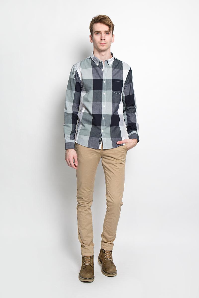 Рубашка мужская Broadway, цвет: белый, серо-зеленый, темно-синий, серый. 20100028 608. Размер M (48)20100028 608Стильная мужская рубашка Broadway, изготовленная из высококачественного хлопка с добавлением полиэстера, необычайно мягкая и приятная на ощупь, не сковывает движения и позволяет коже дышать, обеспечивая наибольший комфорт.Модная рубашка с отложным воротником, длинными рукавами и полукруглым низом застегивается на пластиковые пуговицы. Модель оформлена принтом в клетку и на груди слева дополнена накладным карманом. Рукава рубашки дополнены манжетами на пуговицах. Уголки воротника фиксируются при помощи пуговиц. Эта рубашка идеальный вариант для повседневного гардероба.Такая модель порадует настоящих ценителей комфорта и практичности!