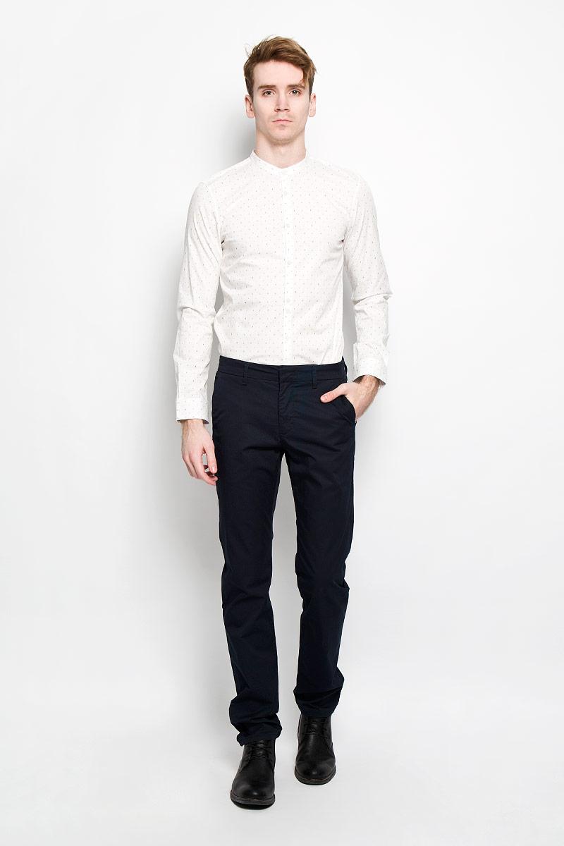 Рубашка мужская Tom Tailor, цвет: белый, синий. 2031070.00.15. Размер S (46)2031070.00.15Стильная мужская рубашка Tom Tailor Denim, изготовленная из эластичного хлопка, необычайно мягкая и приятная на ощупь, не сковывает движения и позволяет коже дышать, обеспечивая наибольший комфорт. Классическая рубашка приталенного кроя с воротником-стойкой, длинными рукавами и полукруглым низом застегивается на пластиковые пуговицы. Длинные рукава дополнены манжетами на пуговицах.Такая модель порадует настоящих ценителей комфорта и практичности!