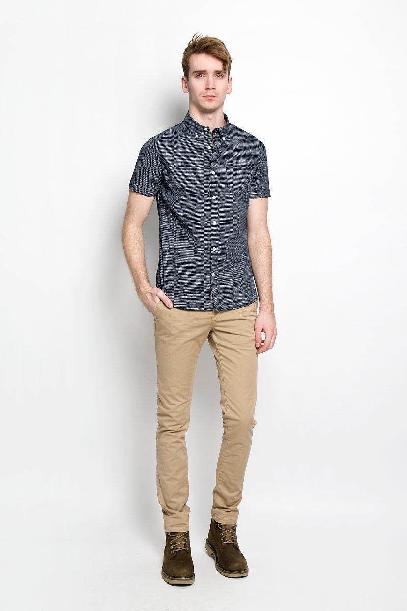 Рубашка мужская Broadway Cesar, цвет: темно-синий, белый. 20100030 593. Размер L (50)20100030 593Стильная мужская рубашка Broadway Cesar выполненная из натурального хлопка, обладает высокой теплопроводностью, воздухопроницаемостью и гигроскопичностью, позволяет коже дышать, тем самым обеспечивая наибольший комфорт при носке даже самым жарким летом. Рубашка прямого кроя с короткими, полукруглым низом и отложным воротником застегивается на пуговицы. Модель оформлена рисунком в мелкий крестик и дополнена небольшим накладным карманом на груди.Такая рубашка будет дарить вам комфорт в течение всего дня и послужит замечательным дополнением к вашему гардеробу.