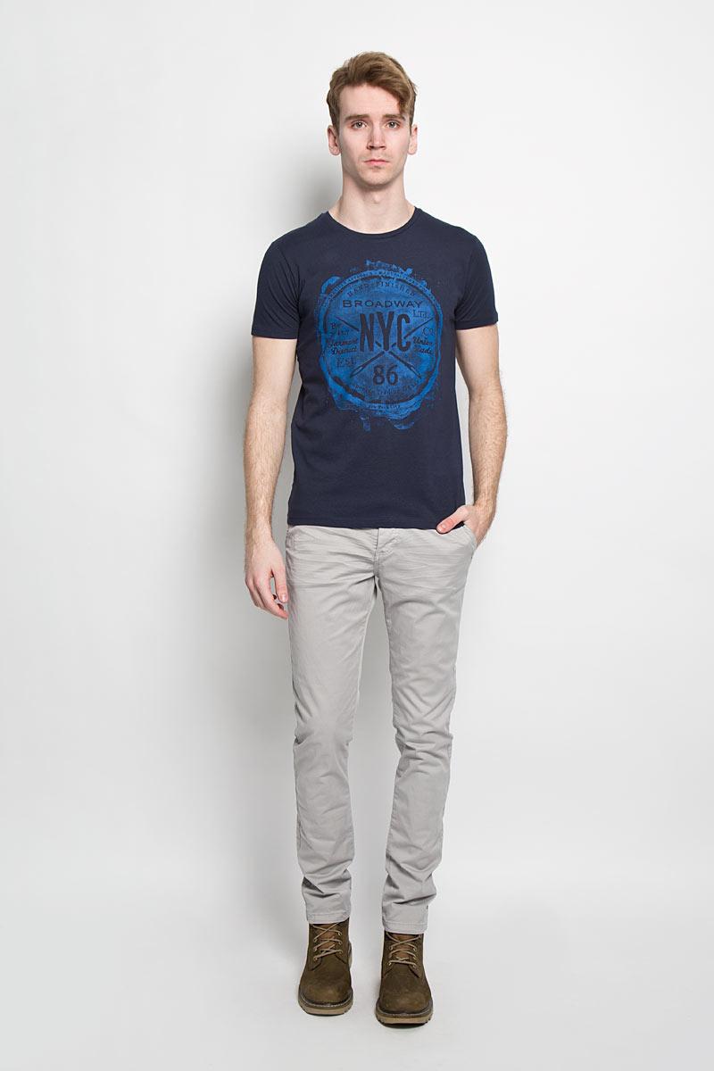 Футболка мужская Broadway, цвет: темно-синий. 20100000 59E. Размер L (50)20100000 59EСтильная мужская футболка Broadway, выполненная из хлопка, обладает высокой теплопроводностью, воздухопроницаемостью и гигроскопичностью, позволяет коже дышать.Модель с короткими рукавами и круглым вырезом горловины оформлена оригинальным принтом. Такая модель подарит вам комфорт в течение всего дня и послужит замечательным дополнением к вашему гардеробу.