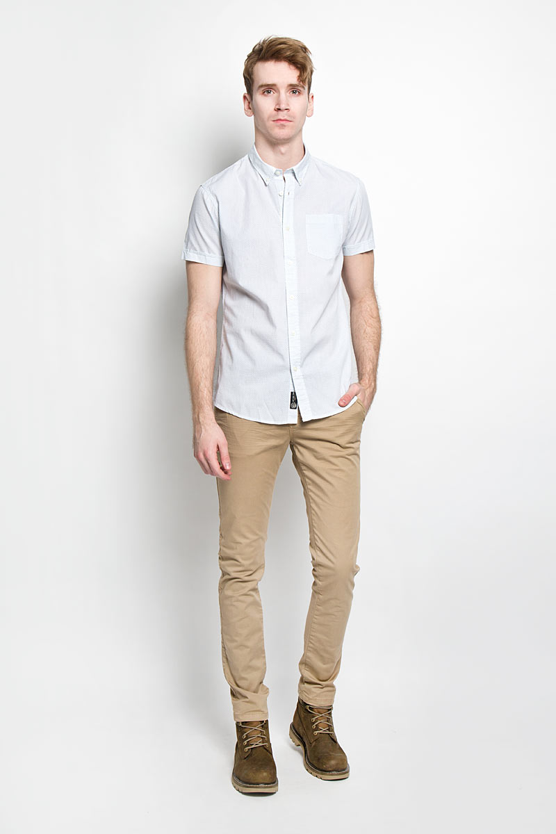 Рубашка мужская Broadway Cesar, цвет: белый, серо-голубой. 20100030 000. Размер XL (52)20100030 000Стильная мужская рубашка Broadway Cesar выполненная из натурального хлопка, обладает высокой теплопроводностью, воздухопроницаемостью и гигроскопичностью, позволяет коже дышать, тем самым обеспечивая наибольший комфорт при носке даже самым жарким летом. Рубашка прямого кроя с короткими, полукруглым низом и отложным воротником застегивается на пуговицы. Модель оформлена рисунком в мелкий крестик и дополнена небольшим накладным карманом на груди.Такая рубашка будет дарить вам комфорт в течение всего дня и послужит замечательным дополнением к вашему гардеробу.