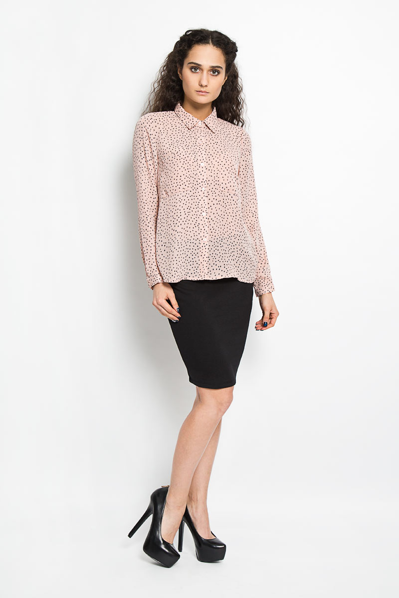 Блузка женская Broadway Alita, цвет: бежево-розовый, серый. 10156074 379. Размер S (44)10156074 379Модная и стильная блузка Broadway Alita, выполненная из струящегося легкого материала - 100% полиэстера, благодаря своей универсальности идеально впишется в любой гардероб.Модель с длинными рукавами и отложным воротником застёгивается на пластиковые пуговицы по всей длине изделия. Блузка оформлена оригинальным принтом и дополнена двумя накладными карманами на груди. Рукава дополнены узкими манжетами с пуговицами. Удлинённая спинка изделия имеет закругленный низ.Такая модель, несомненно, понравится ее обладательнице и послужит отличным дополнением к гардеробу.