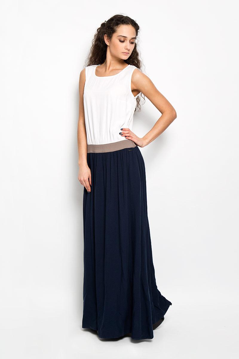 Платье Finn Flare, цвет: темно-синий, белый, светло-коричневый. S16-11036_101. Размер XXL (52)S16-11036_101Элегантное платье Finn Flare макси длины придаст очарование и женственность своей обладательнице. Модель с отрезной талией на поясе, круглым вырезом горловины и без рукавов. Платье выполнено из приятной на ощупь струящейся ткани - высококачественной вискозы в контрастных тонах. На спинке платье застегивается на пуговку. Изысканный наряд создаст обворожительный неповторимый образ. Приталенный силуэт подчеркивает стройность фигуры.