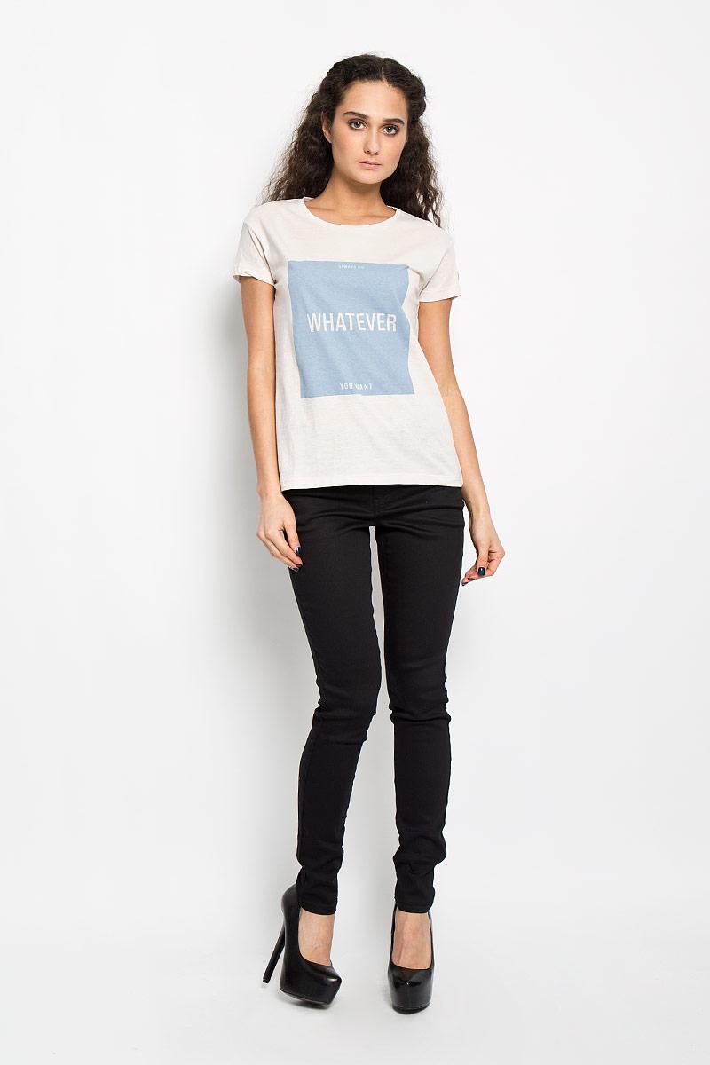Футболка женская Broadway Charlize, цвет: светло-бежевый, голубой. 10156201 04A. Размер XS (42)10156201 04AСтильная женская футболка Broadway Charlize, выполненная из высококачественного хлопка, обладает высокой воздухопроницаемостью и гигроскопичностью, позволяет коже дышать. Модель с короткими рукавами и круглым вырезом горловины спереди оформлена квадратной термоаппликацией с надписью Always Do Whatever You Want.Эта футболка - идеальный вариант для создания эффектного образа.