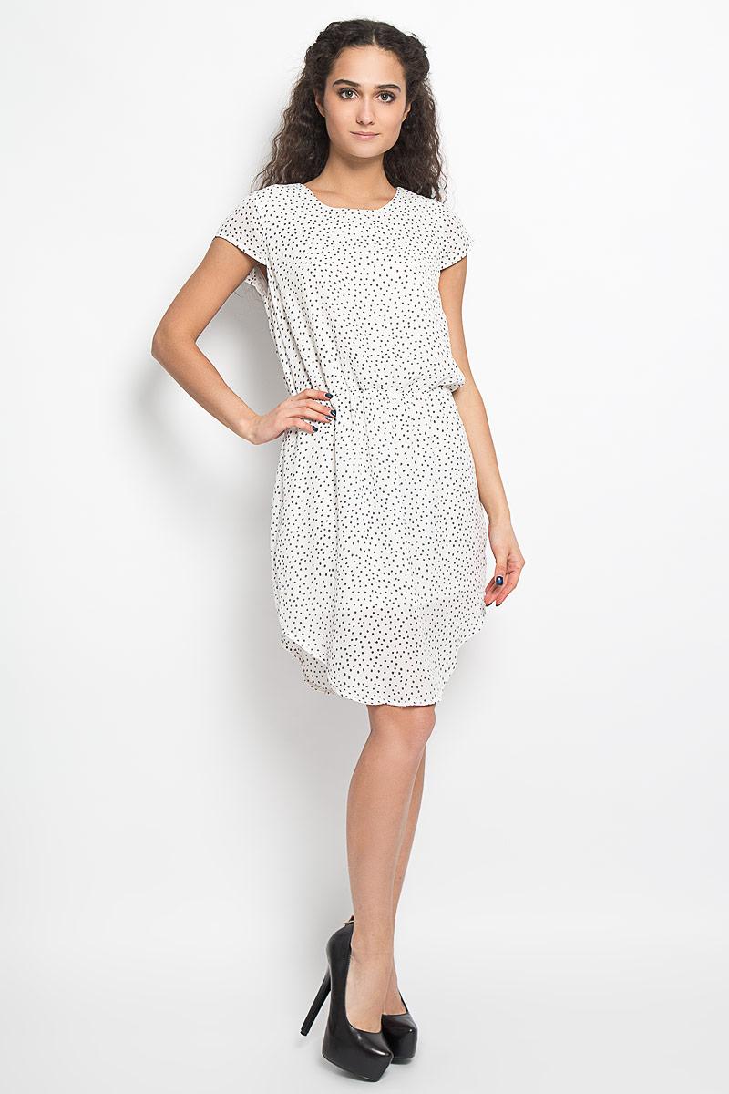 Платье Broadway Belina, цвет: белый, серый. 10156075 001. Размер S (44)10156075 001Модное легкое платье Broadway Belina, выполненное из 100% полиэстера с подкладкой - прекрасный вариант для модных женщин, желающих подчеркнуть свою индивидуальность и хороший вкус.Модель с круглым вырезом горловины, закругленным низом и короткими рукавами со сборкой. Платье оформлено оригинальным пестрым принтом и застёгивается на пуговицу на спинке. Линию талии подчеркивает эластичная резинка.Лаконичный дизайн и совершенство стиля подчеркнут вашу индивидуальность.