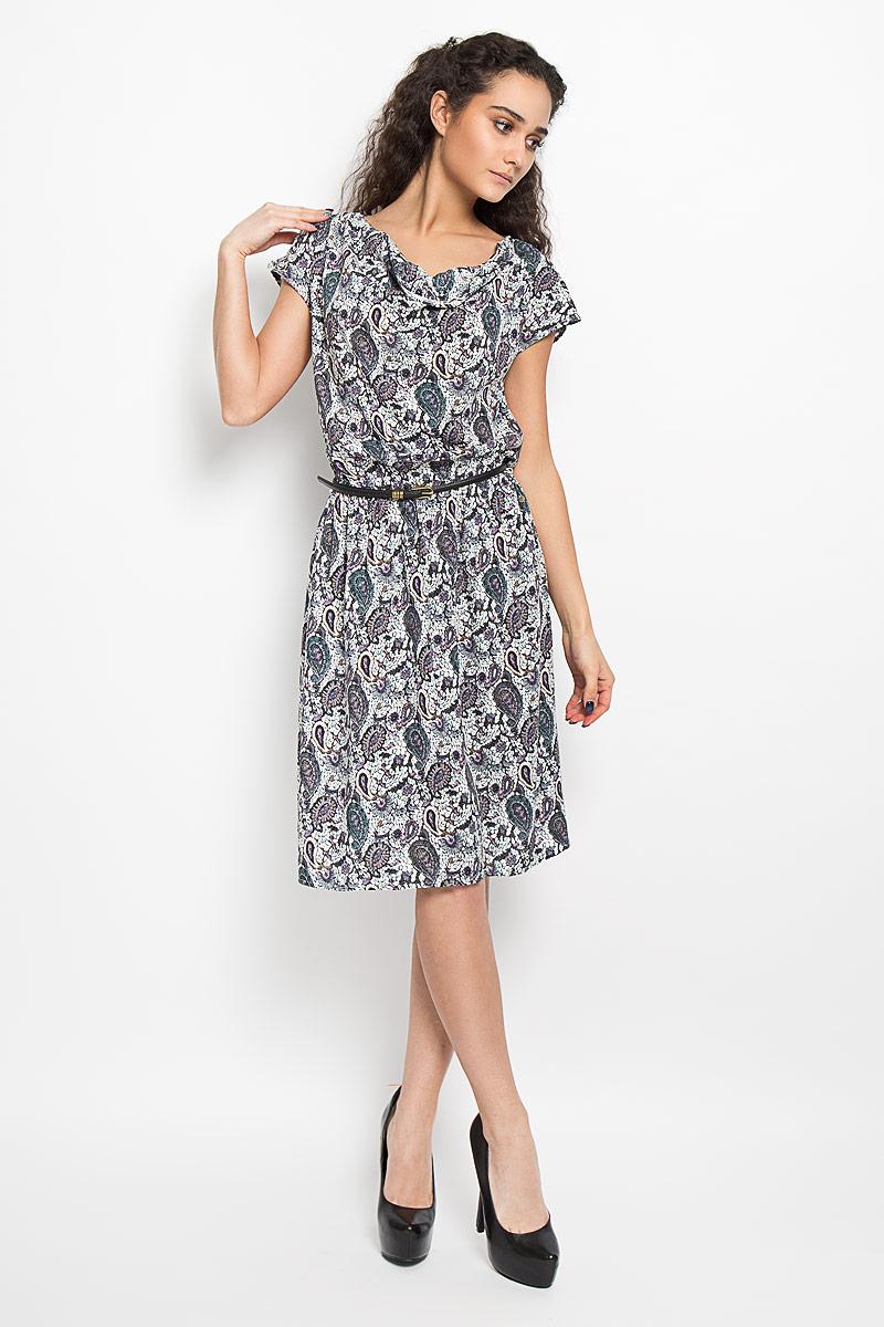 Платье Finn Flare, цвет: белый, серый, сиреневый. S16-12036_200. Размер M (46)S16-12036_200Легкое платье Finn Flare поможет создать привлекательный женственный образ. Изделие выполнено из мягкой вискозы, приятное к телу, не сковывает движения и хорошо вентилируется.Модель с воротником-хомут и короткими цельнокроеными рукавами оформлена принтом с узорами по всей поверхности. Линию талии подчеркивают эластичная резинка и ремешок с металлической пряжкой. Изделие декорировано небольшой металлической подвеской с названием бренда. Это эффектное платье займет достойное место в вашем гардеробе!